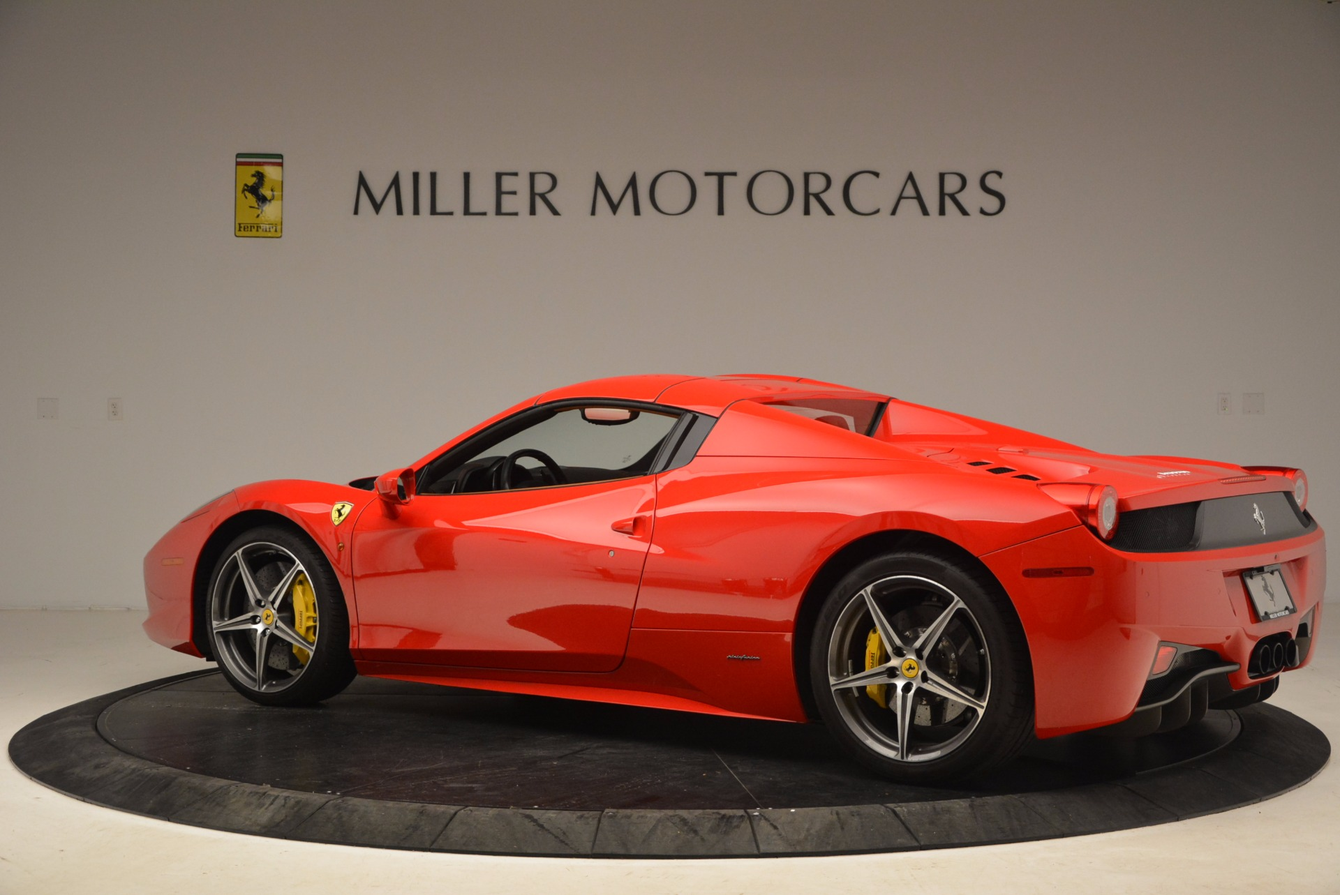 Used 2013 Ferrari 458 Spider  For Sale In Greenwich, CT 1784_p16