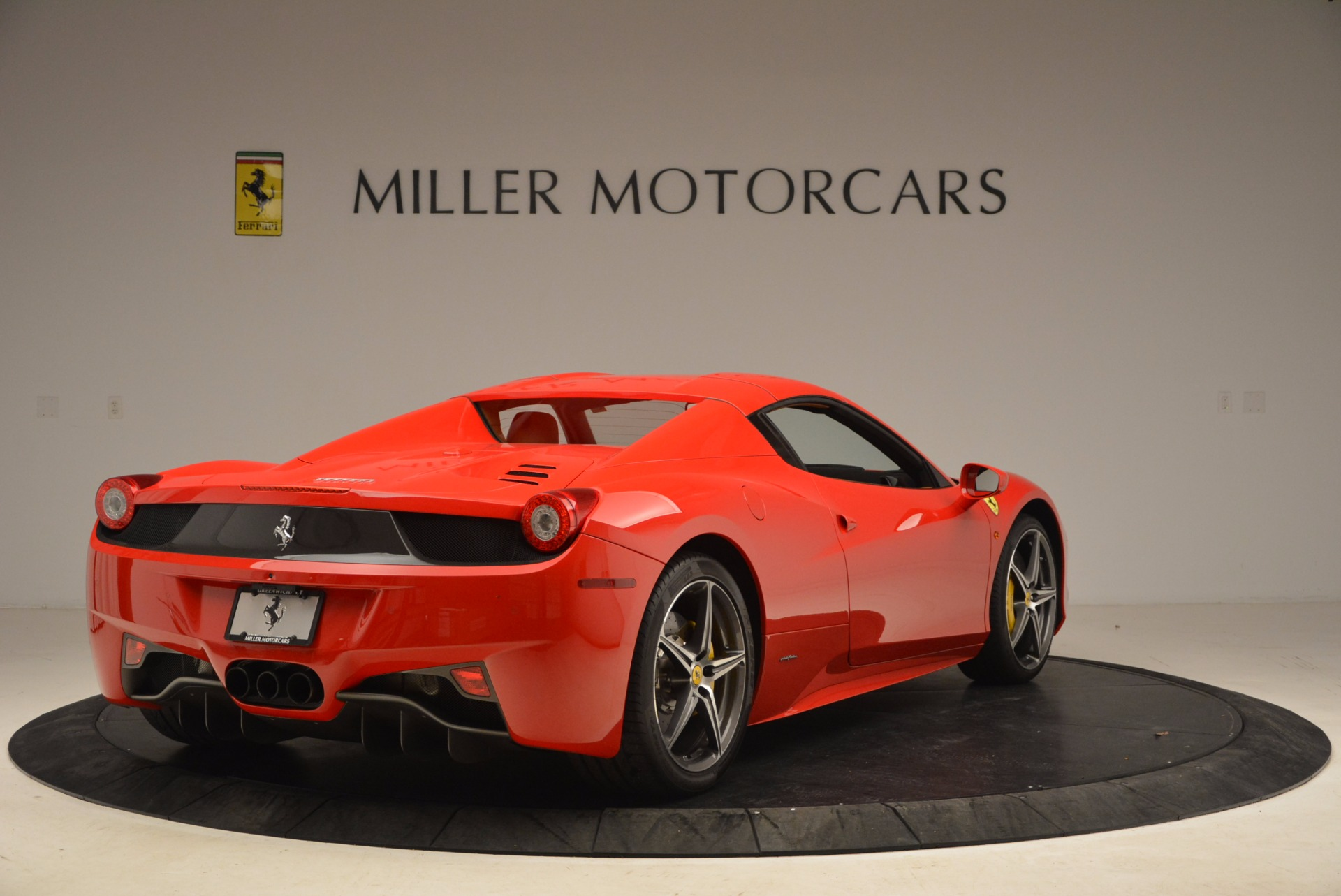 Used 2013 Ferrari 458 Spider  For Sale In Greenwich, CT 1784_p19