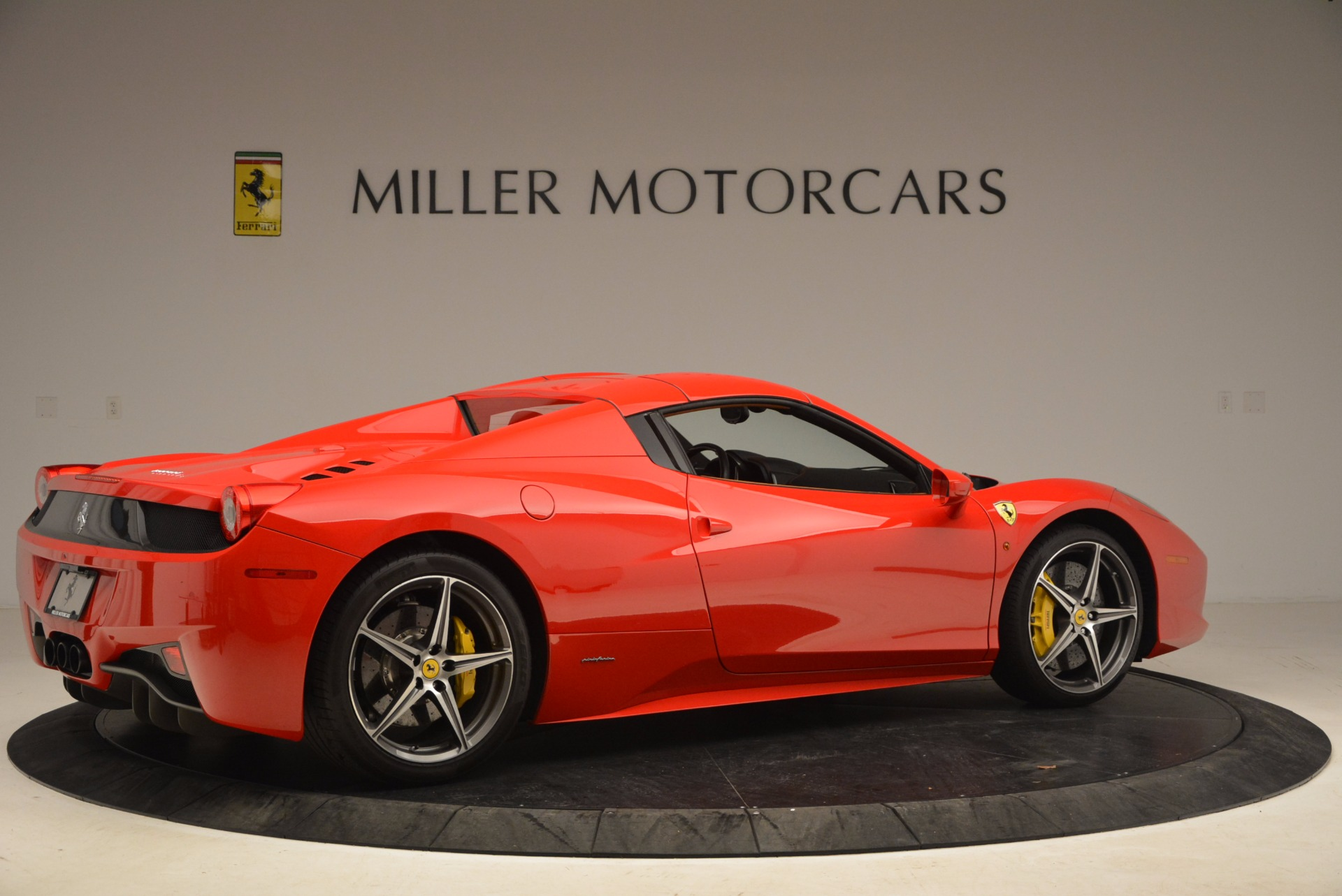 Used 2013 Ferrari 458 Spider  For Sale In Greenwich, CT 1784_p20