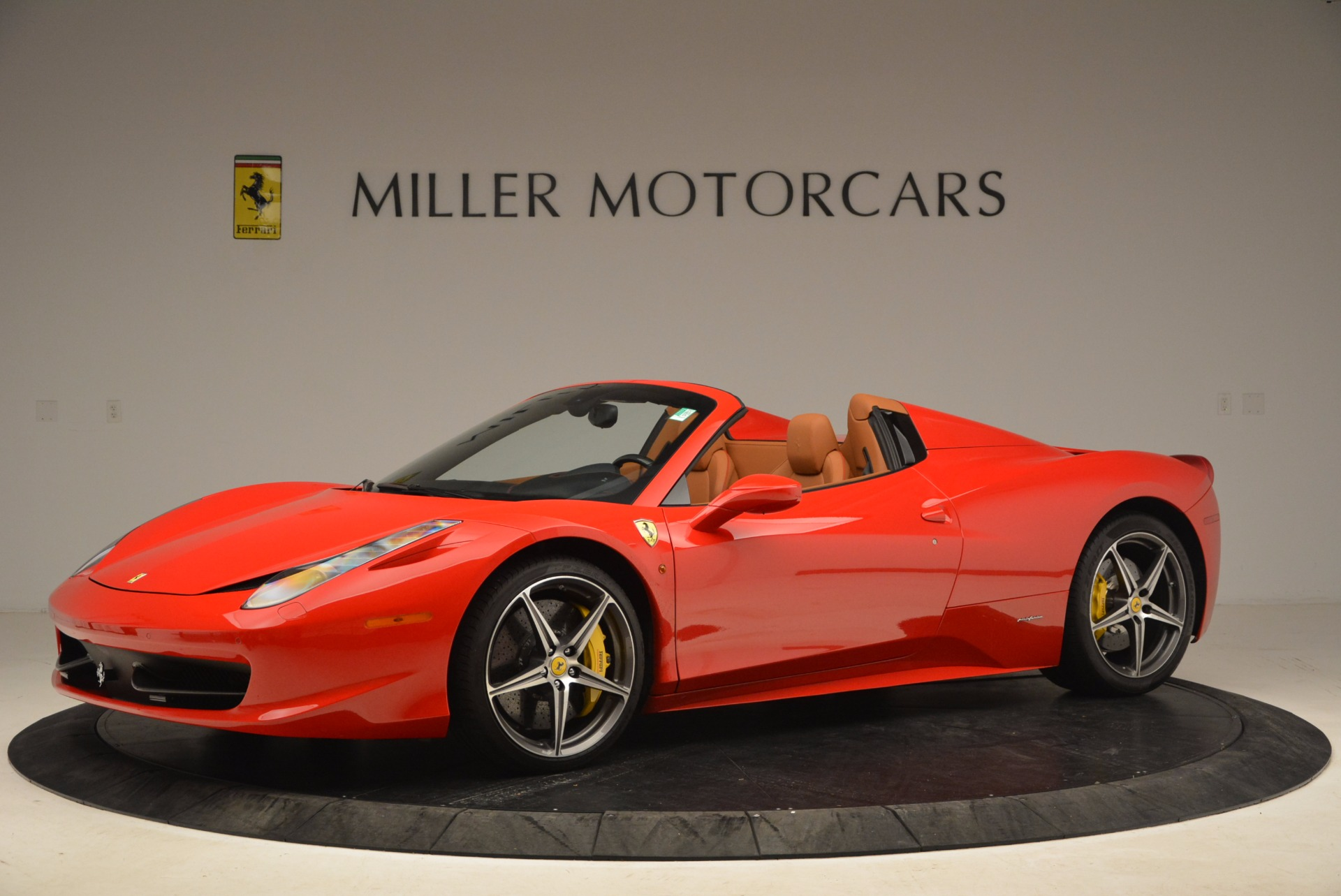 Used 2013 Ferrari 458 Spider  For Sale In Greenwich, CT 1784_p2