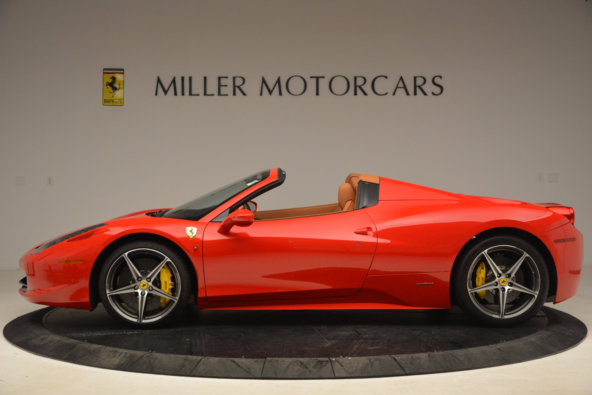 Used 2013 Ferrari 458 Spider  For Sale In Greenwich, CT 1784_p3
