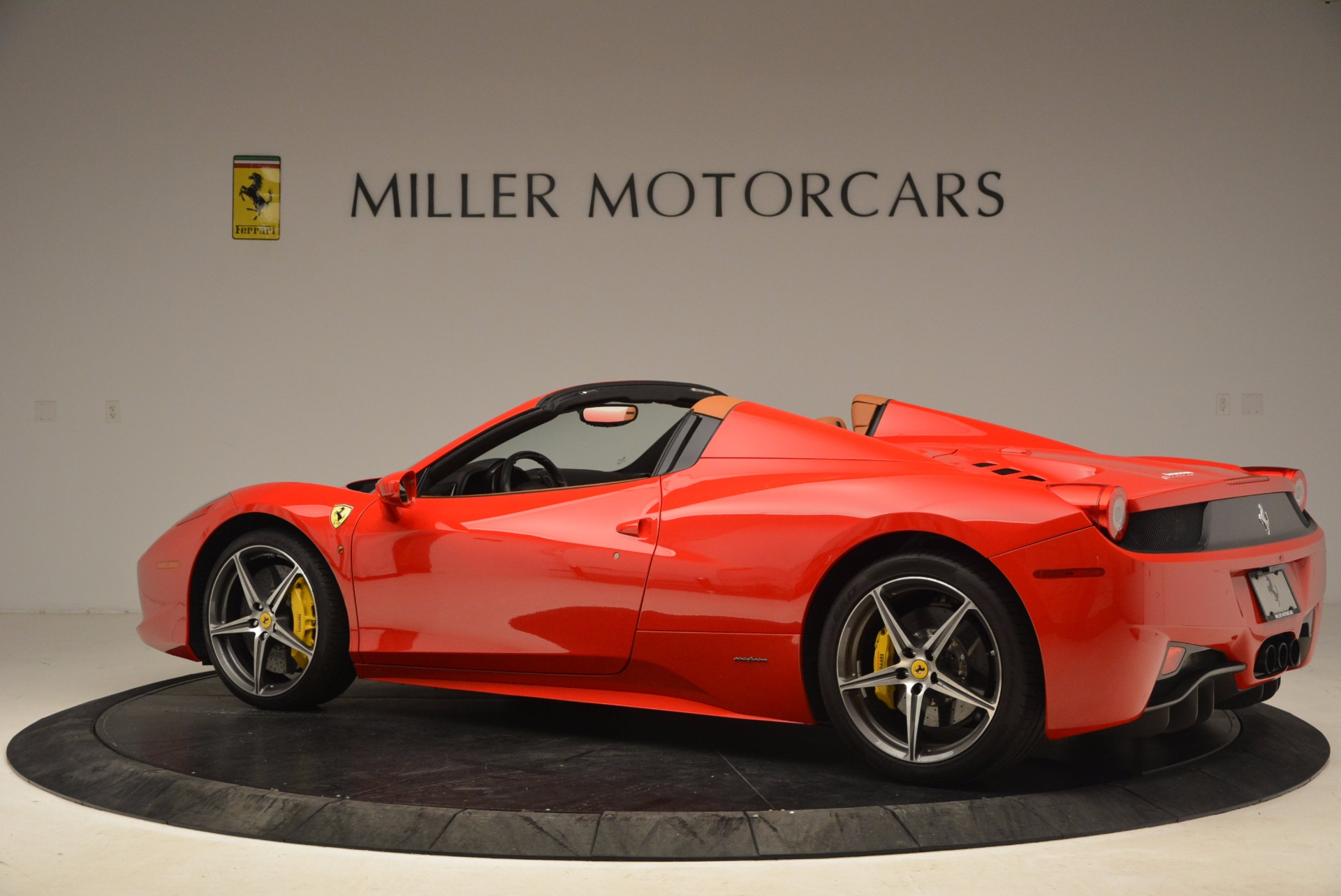 Used 2013 Ferrari 458 Spider  For Sale In Greenwich, CT 1784_p4