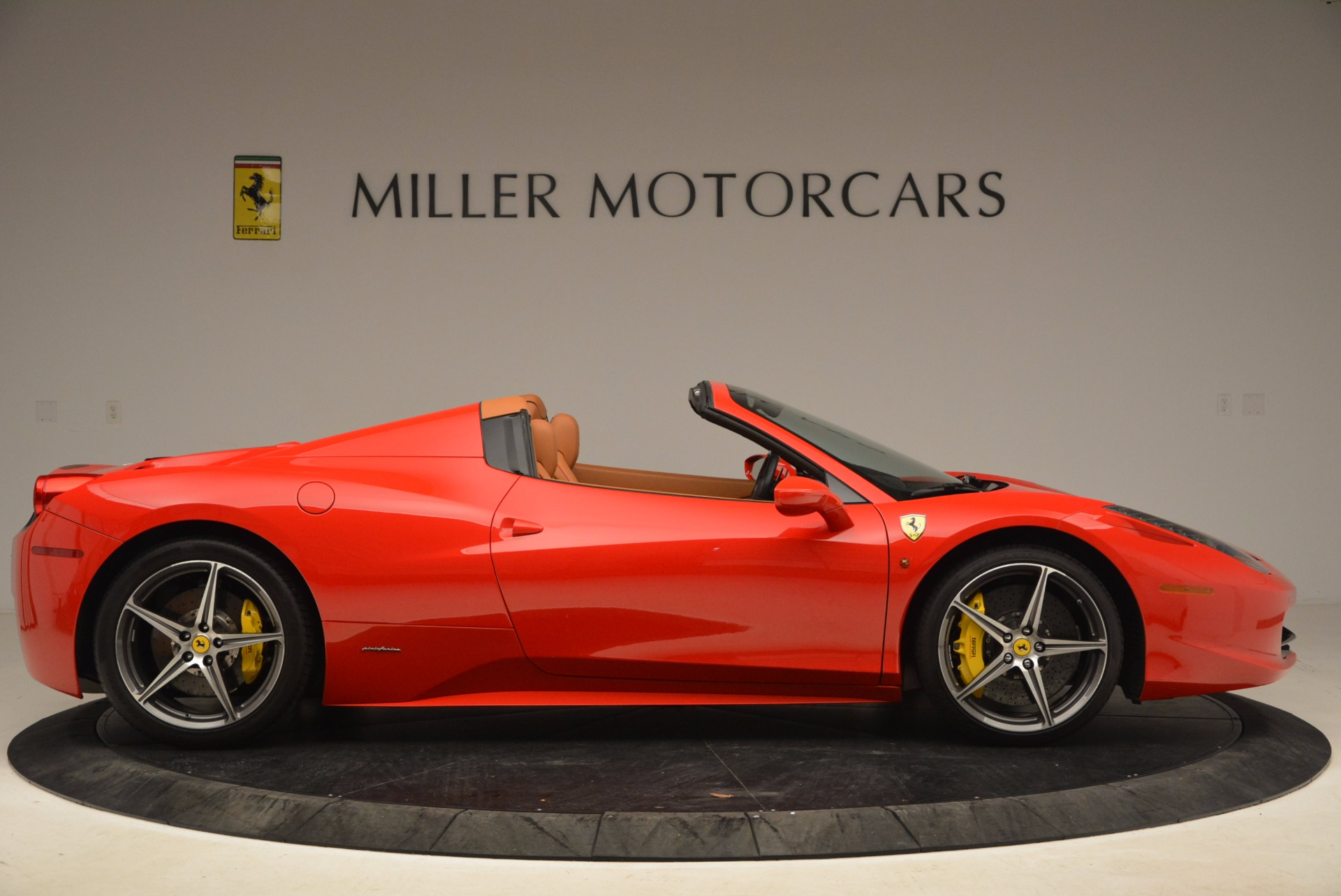 Used 2013 Ferrari 458 Spider  For Sale In Greenwich, CT 1784_p9