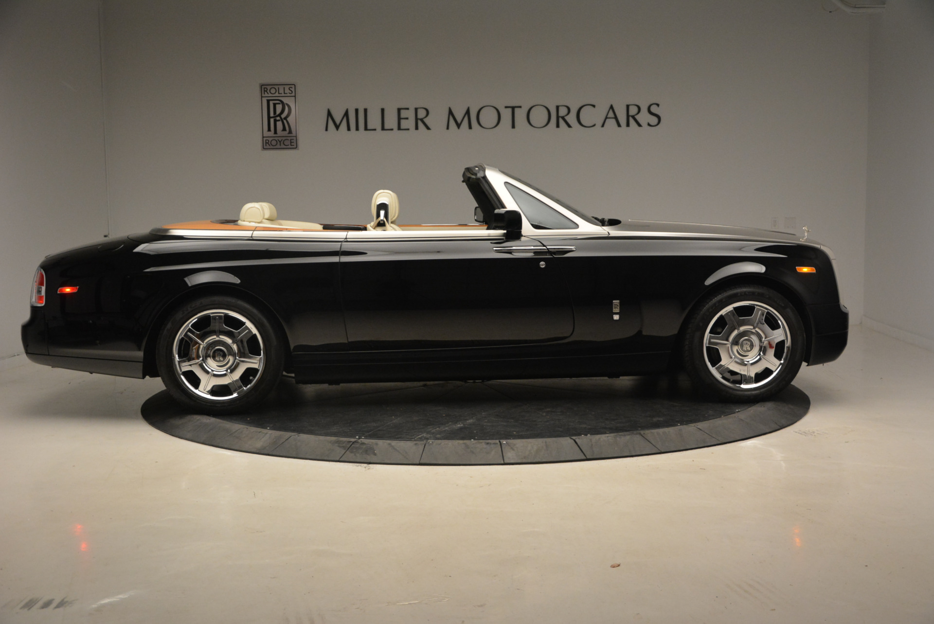 Used 2009 Rolls-Royce Phantom Drophead Coupe  For Sale In Greenwich, CT 1792_p10