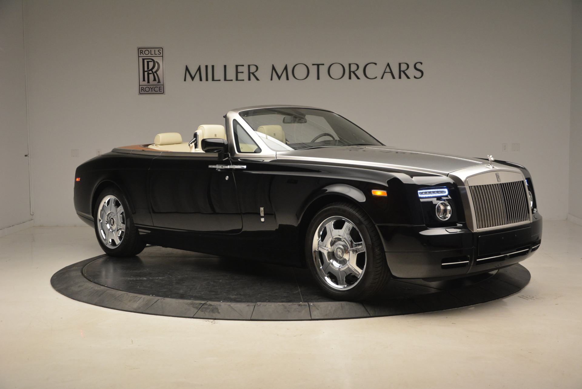Used 2009 Rolls-Royce Phantom Drophead Coupe  For Sale In Greenwich, CT 1792_p12