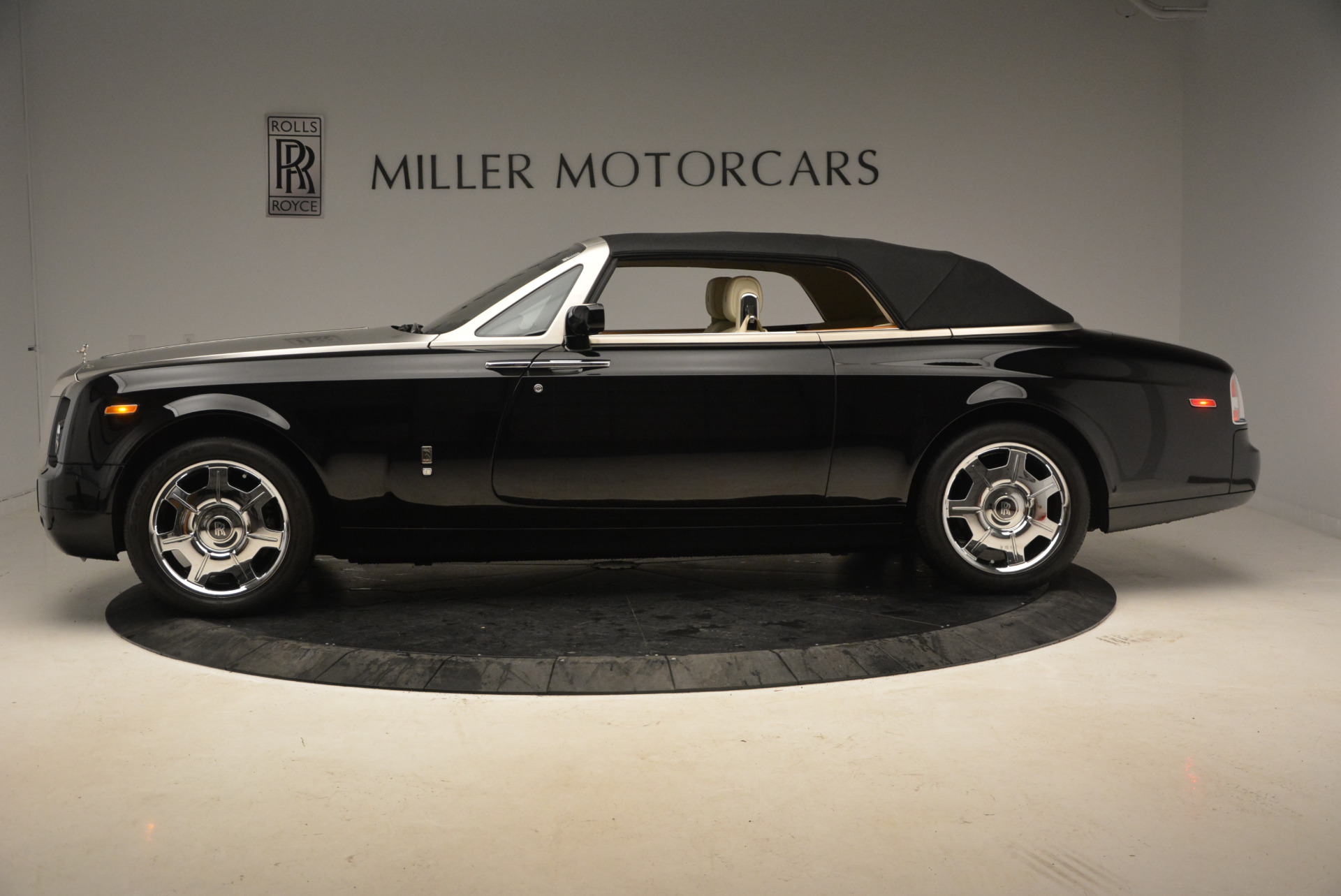 Used 2009 Rolls-Royce Phantom Drophead Coupe  For Sale In Greenwich, CT 1792_p15