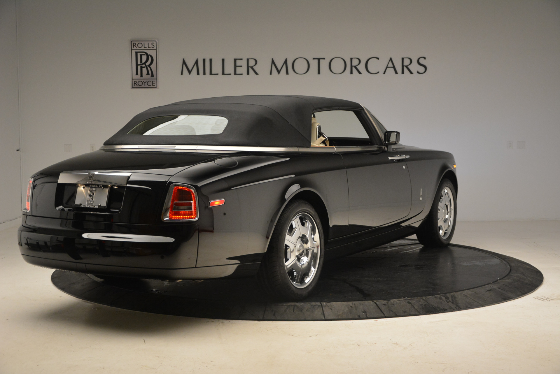 Used 2009 Rolls-Royce Phantom Drophead Coupe  For Sale In Greenwich, CT 1792_p19