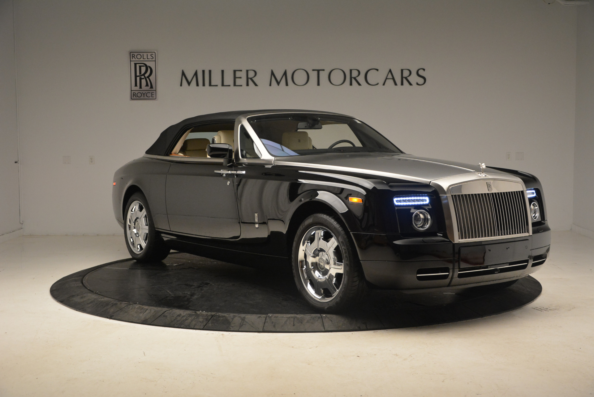 Used 2009 Rolls-Royce Phantom Drophead Coupe  For Sale In Greenwich, CT 1792_p23