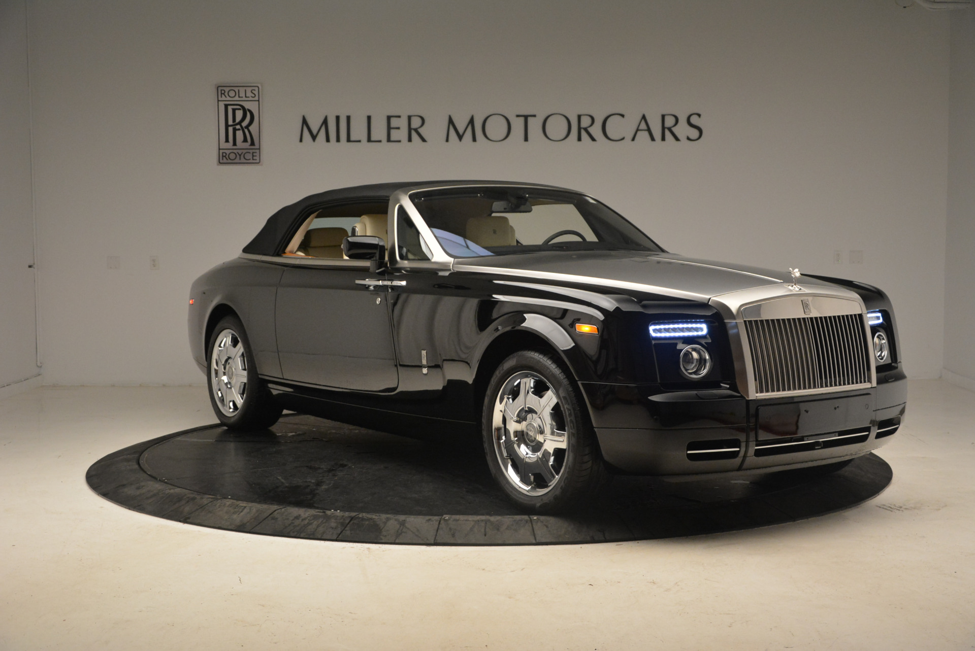 Used 2009 Rolls-Royce Phantom Drophead Coupe  For Sale In Greenwich, CT 1792_p24