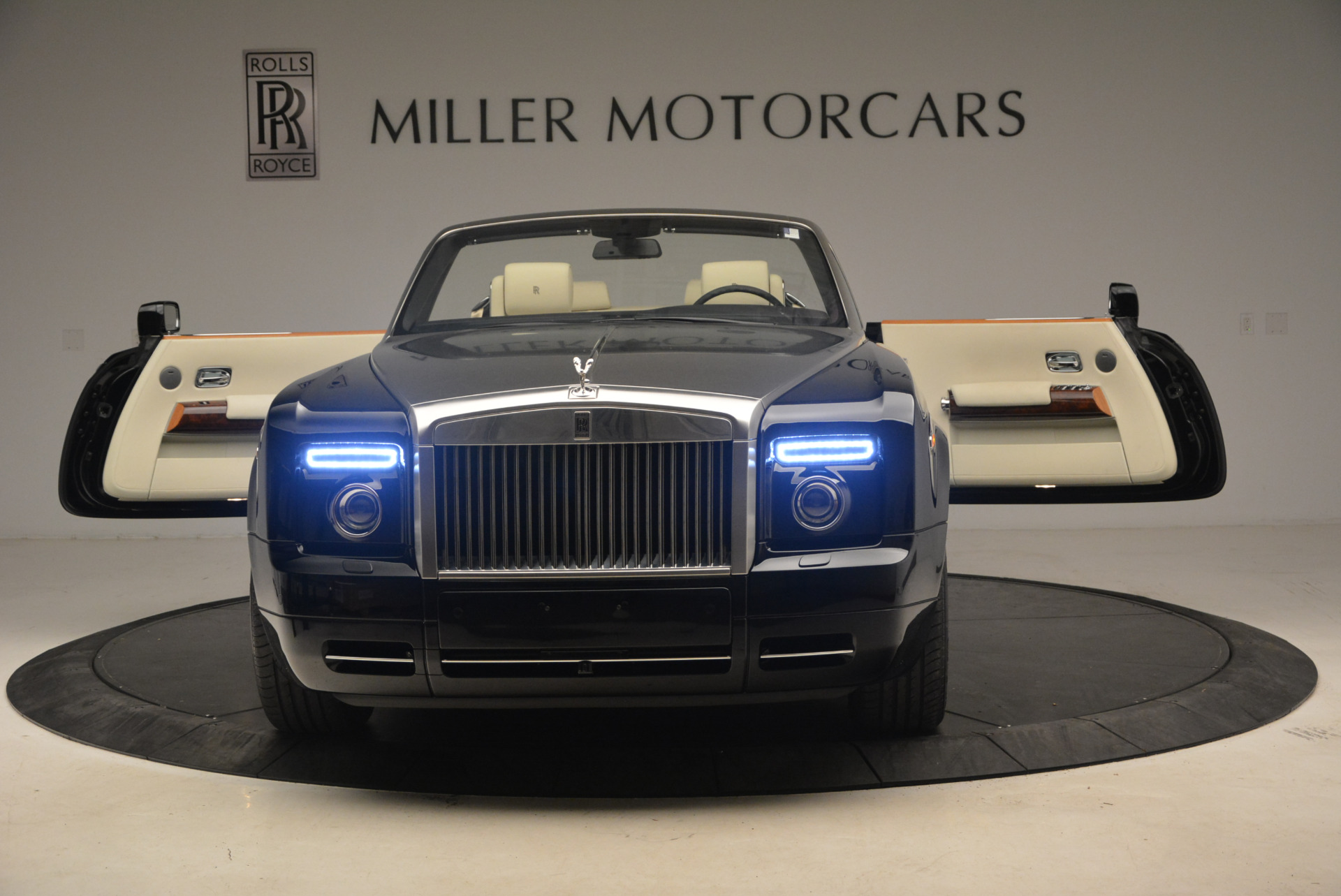 Used 2009 Rolls-Royce Phantom Drophead Coupe  For Sale In Greenwich, CT 1792_p30
