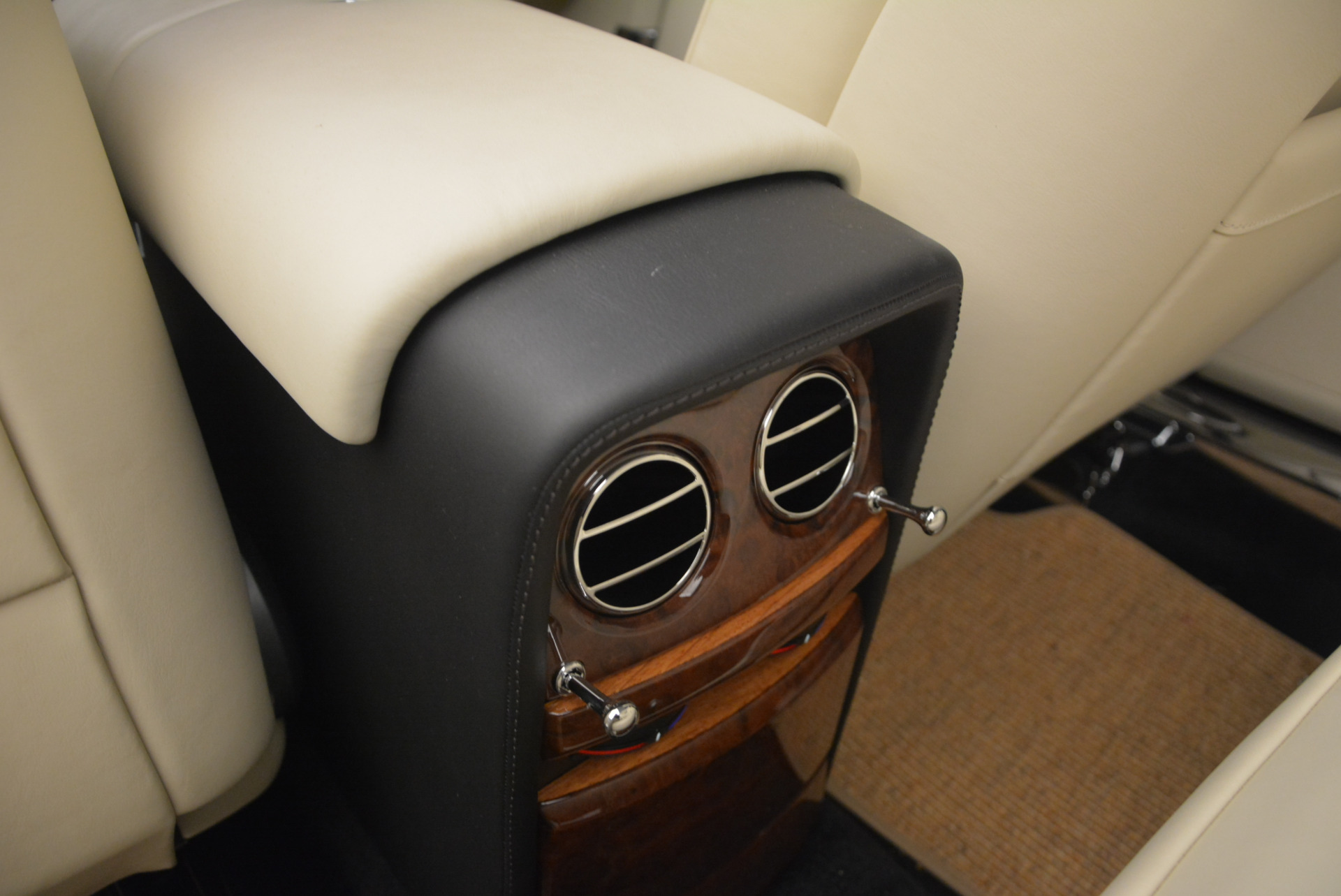 Used 2009 Rolls-Royce Phantom Drophead Coupe  For Sale In Greenwich, CT 1792_p36