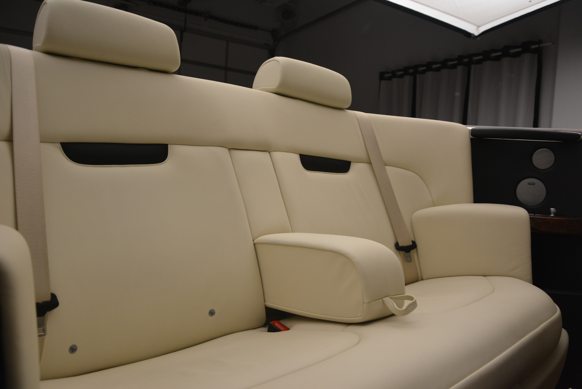 Used 2009 Rolls-Royce Phantom Drophead Coupe  For Sale In Greenwich, CT 1792_p41