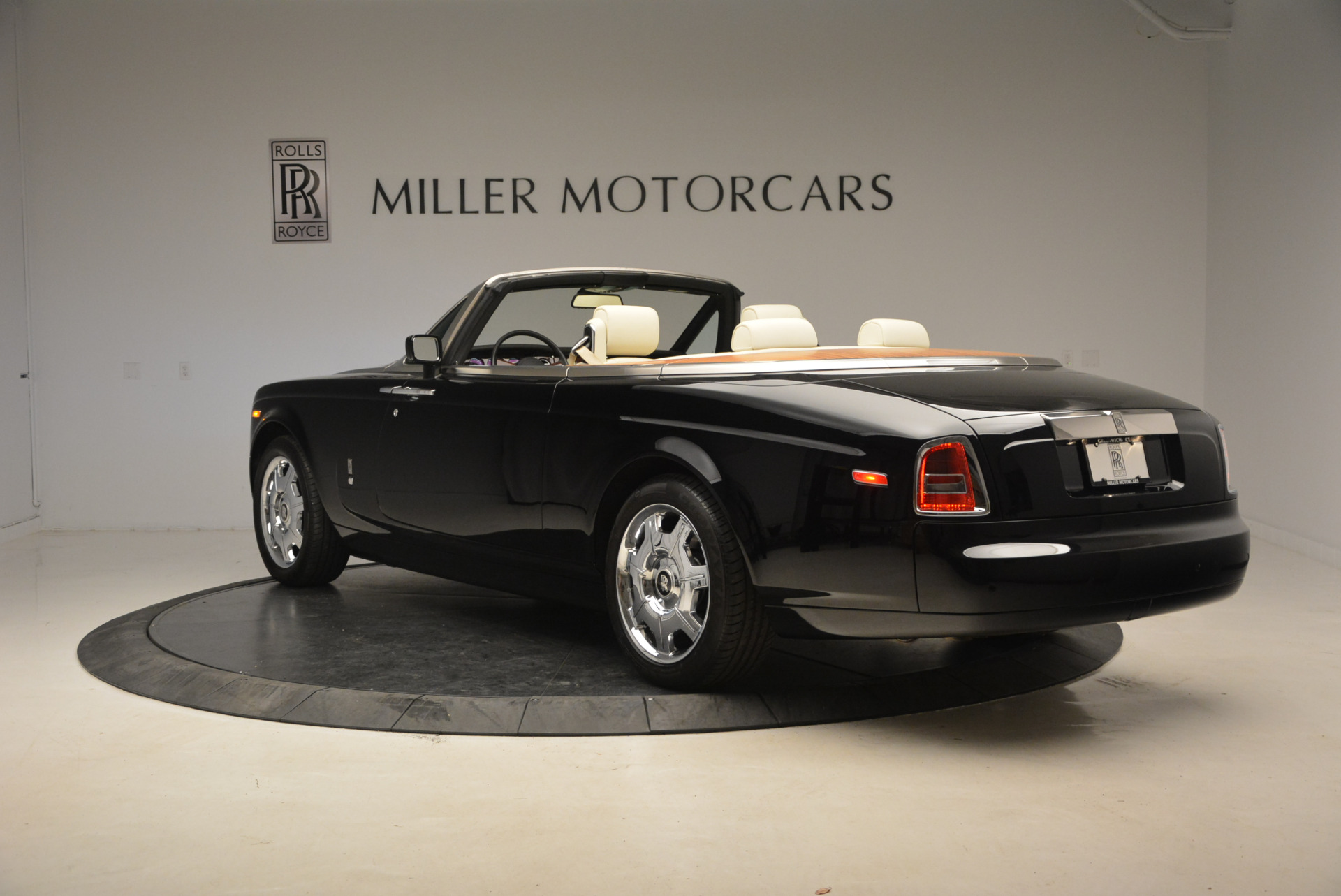 Used 2009 Rolls-Royce Phantom Drophead Coupe  For Sale In Greenwich, CT 1792_p5