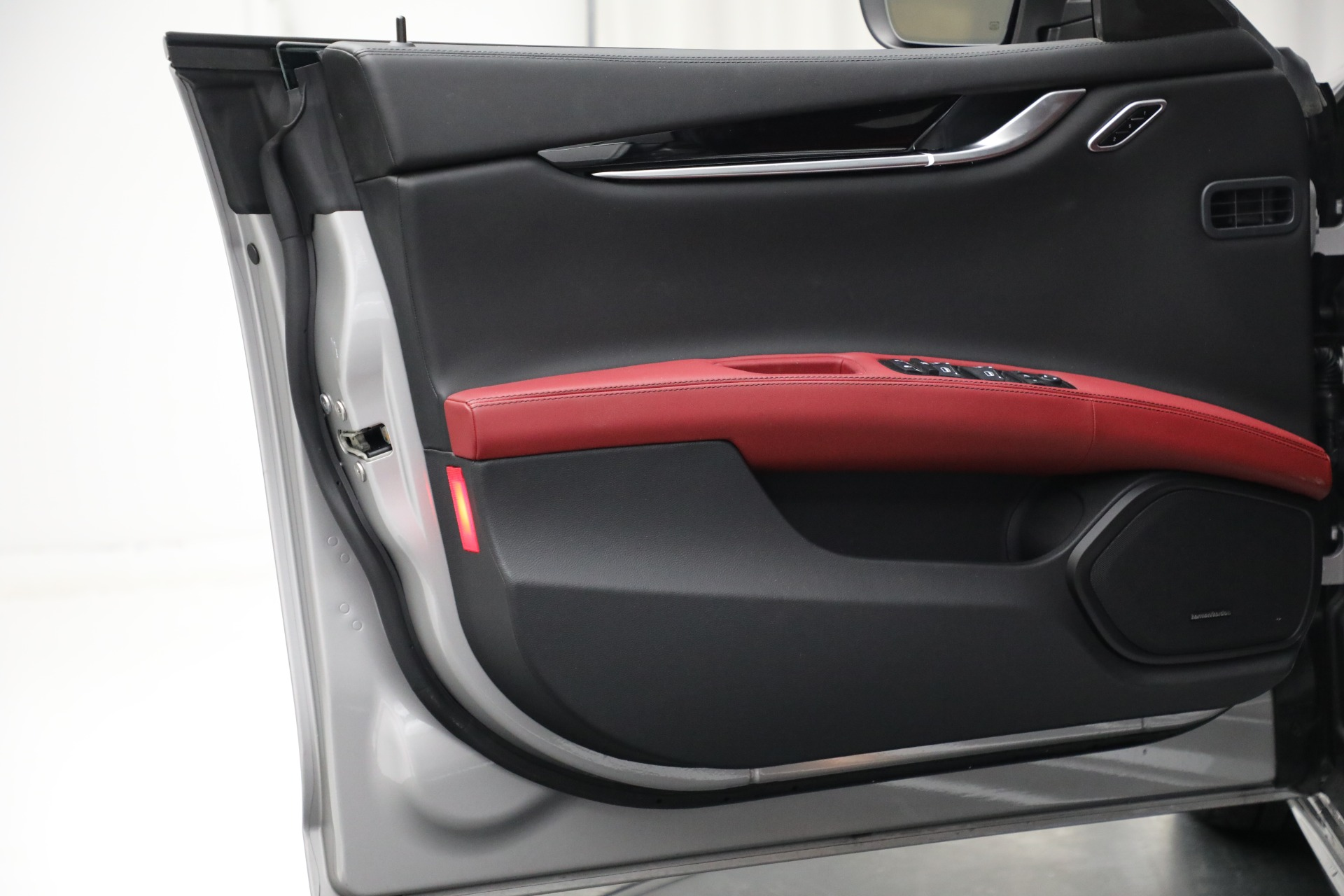 New 2018 Maserati Ghibli S Q4 GranLusso For Sale In Greenwich, CT 1810_p24