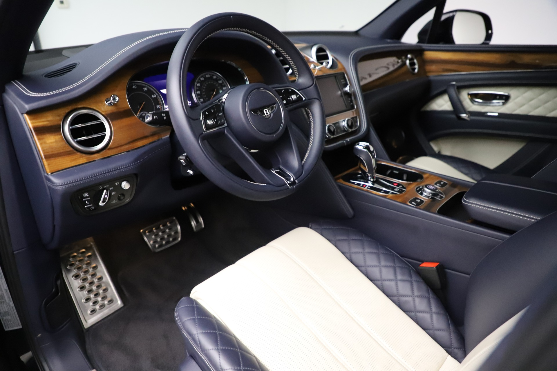 New 2018 Bentley Bentayga Signature For Sale In Greenwich, CT 1873_p18
