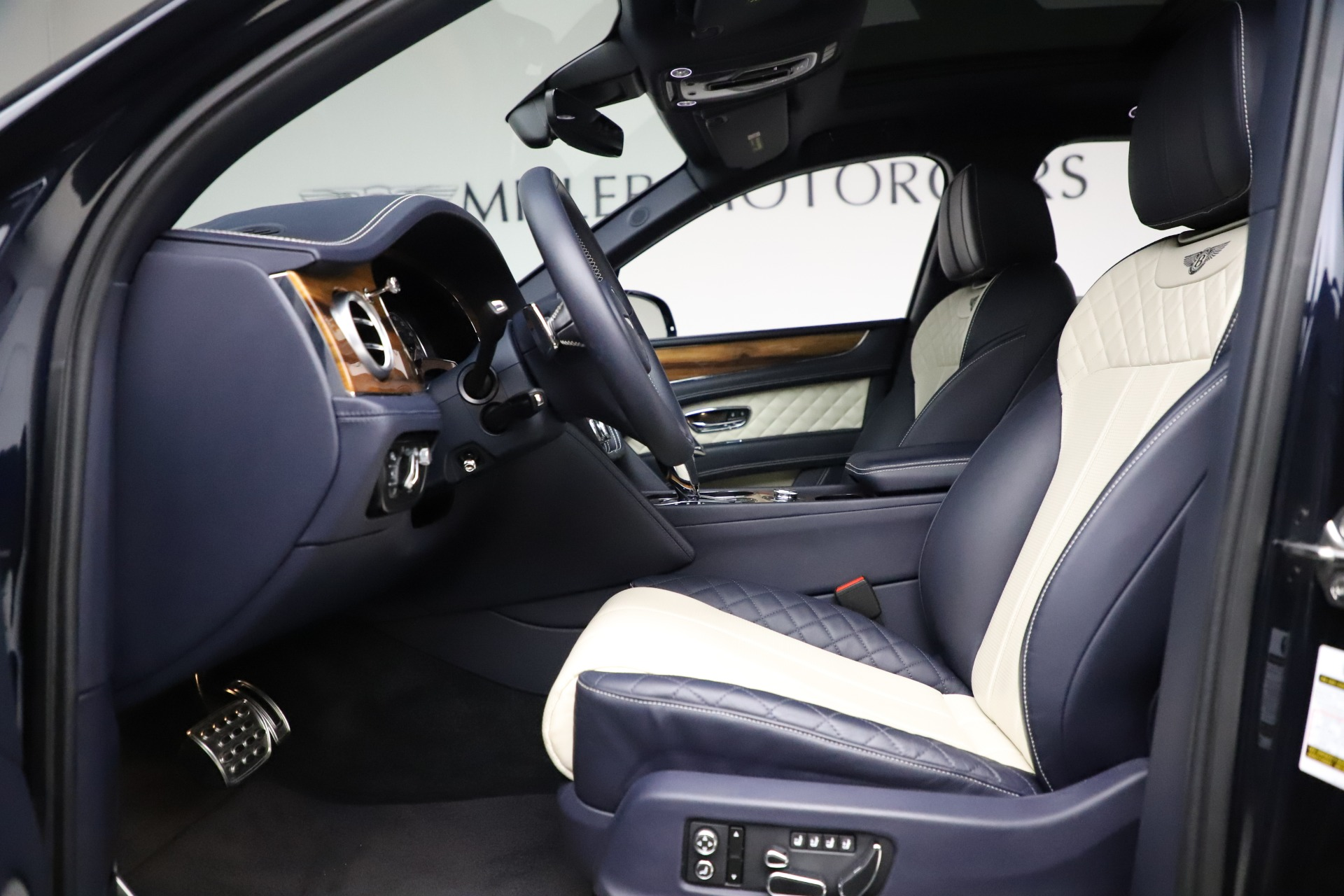 New 2018 Bentley Bentayga Signature For Sale In Greenwich, CT 1873_p19