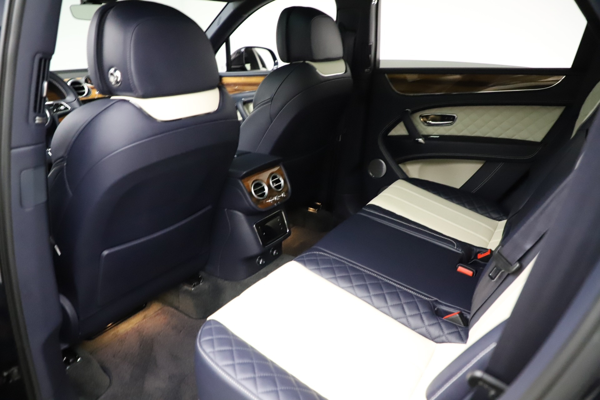 New 2018 Bentley Bentayga Signature For Sale In Greenwich, CT 1873_p22