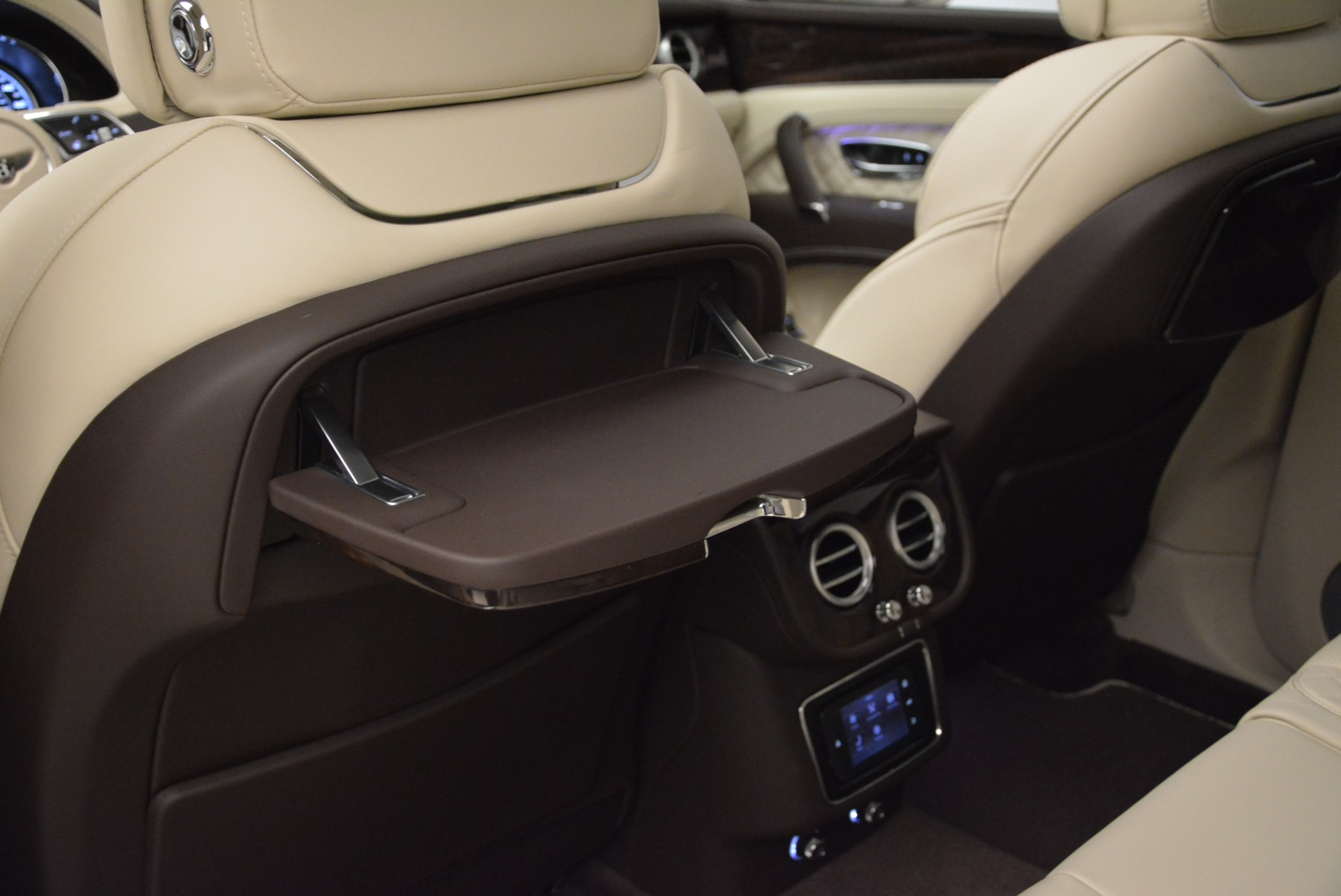 New 2018 Bentley Bentayga Signature For Sale In Greenwich, CT 1876_p23