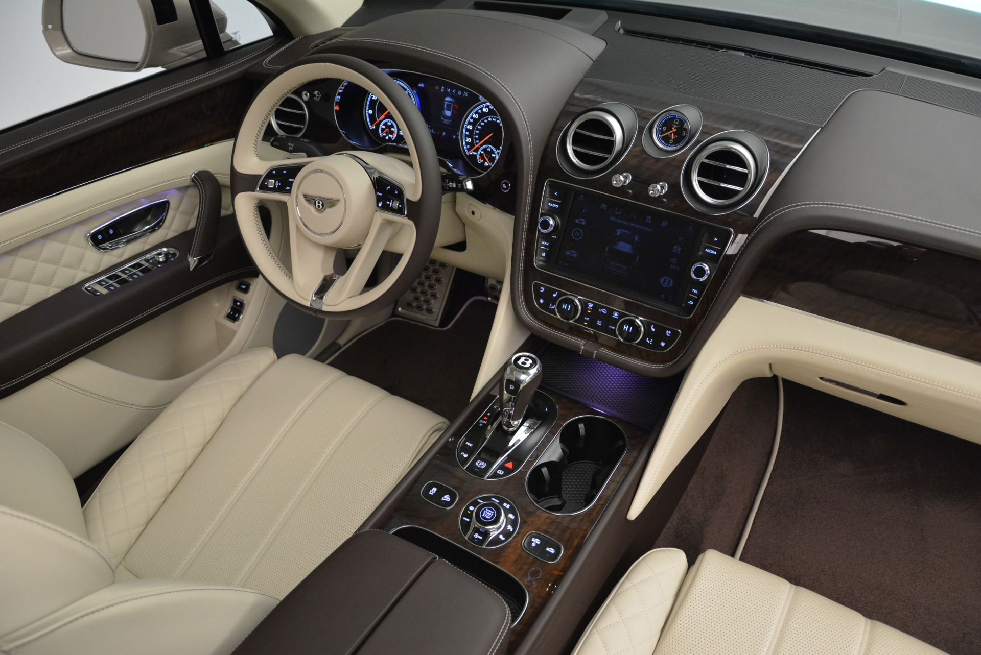 New 2018 Bentley Bentayga Signature For Sale In Greenwich, CT 1876_p28