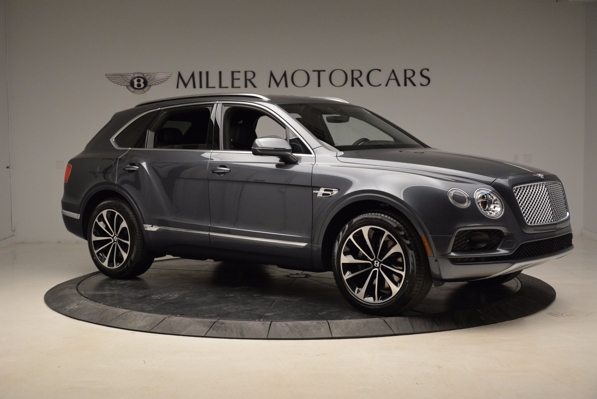Used 2018 Bentley Bentayga W12 Signature For Sale In Greenwich, CT 1903_p10