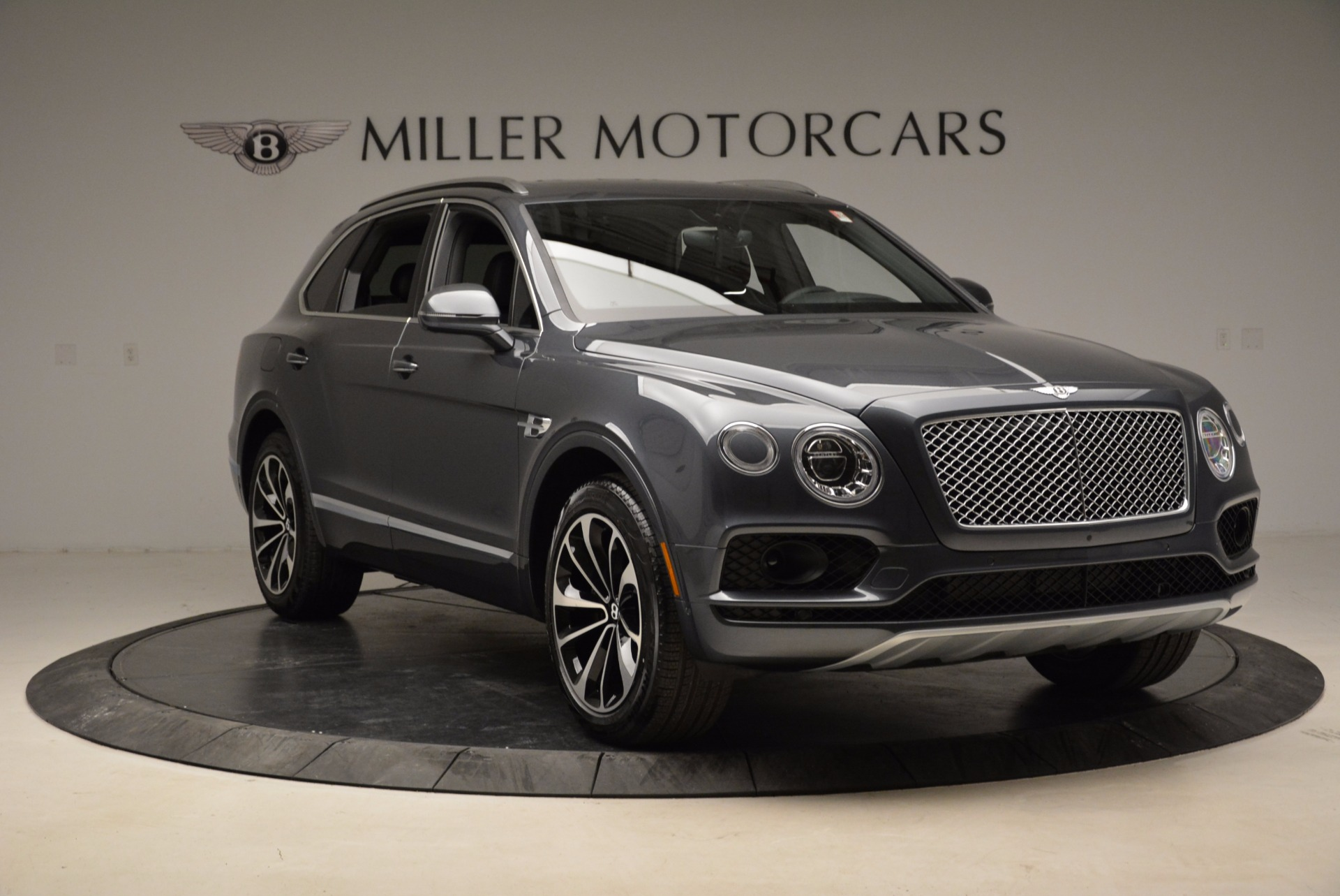 Used 2018 Bentley Bentayga W12 Signature For Sale In Greenwich, CT 1903_p11