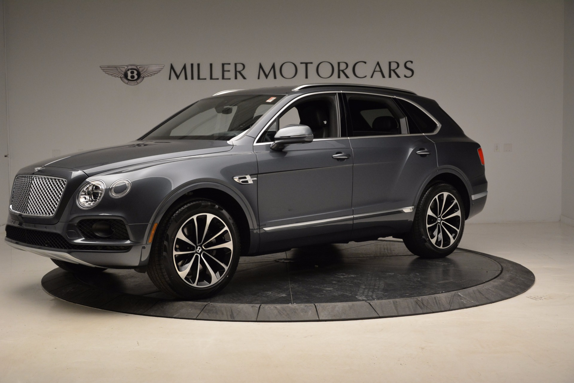 Used 2018 Bentley Bentayga W12 Signature For Sale In Greenwich, CT 1903_p2
