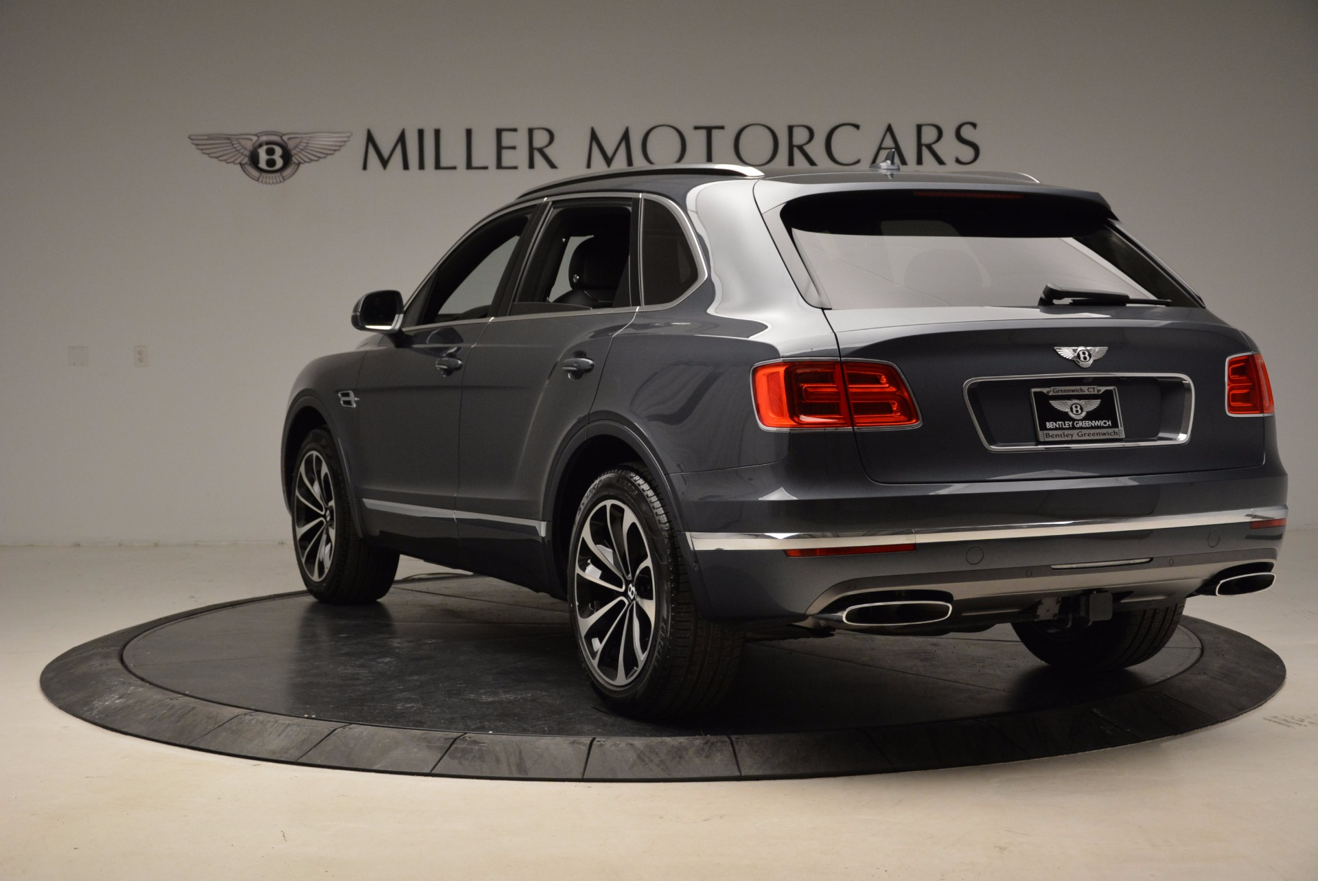 Used 2018 Bentley Bentayga W12 Signature For Sale In Greenwich, CT 1903_p5