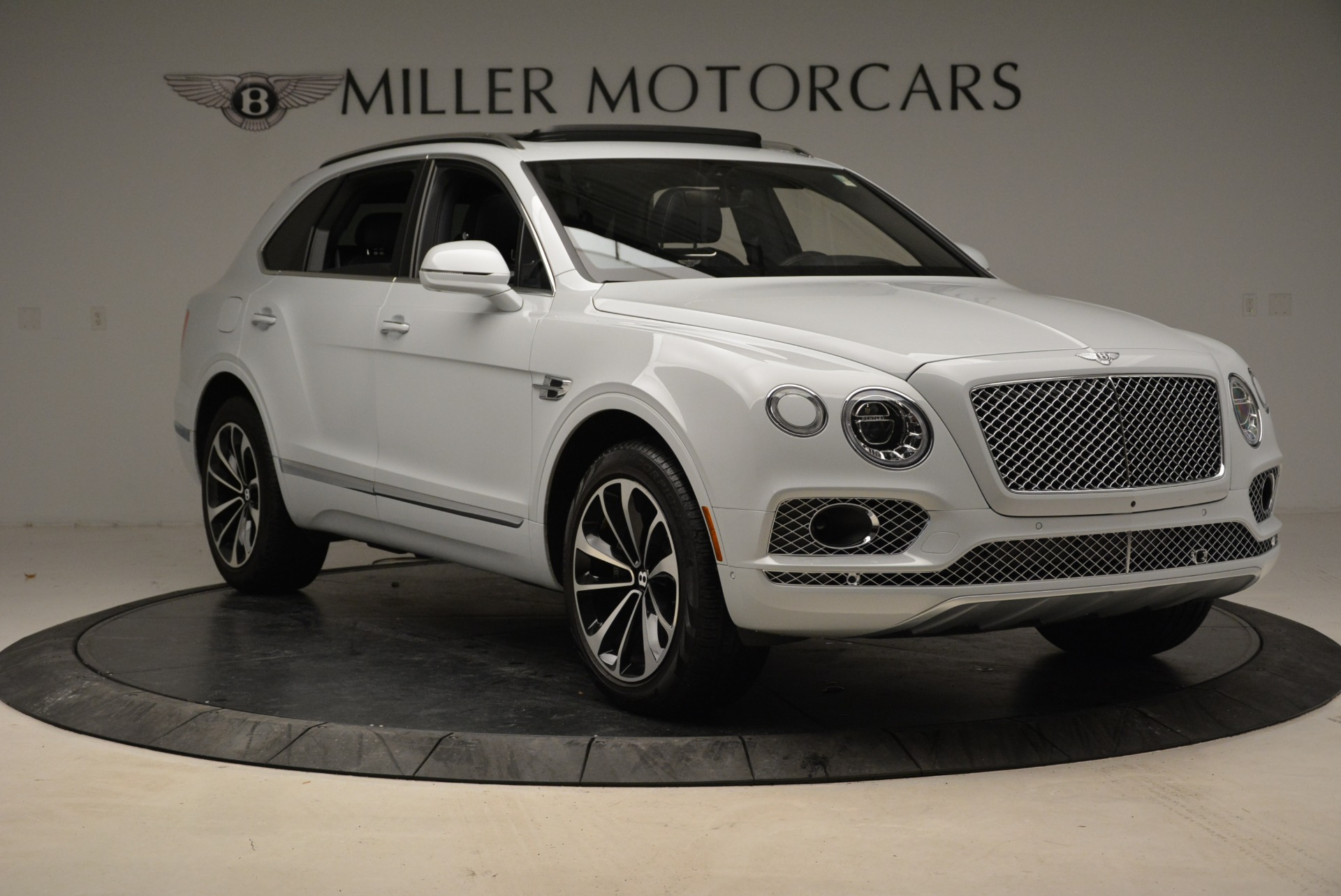 Used 2017 Bentley Bentayga  For Sale In Greenwich, CT 1907_p11