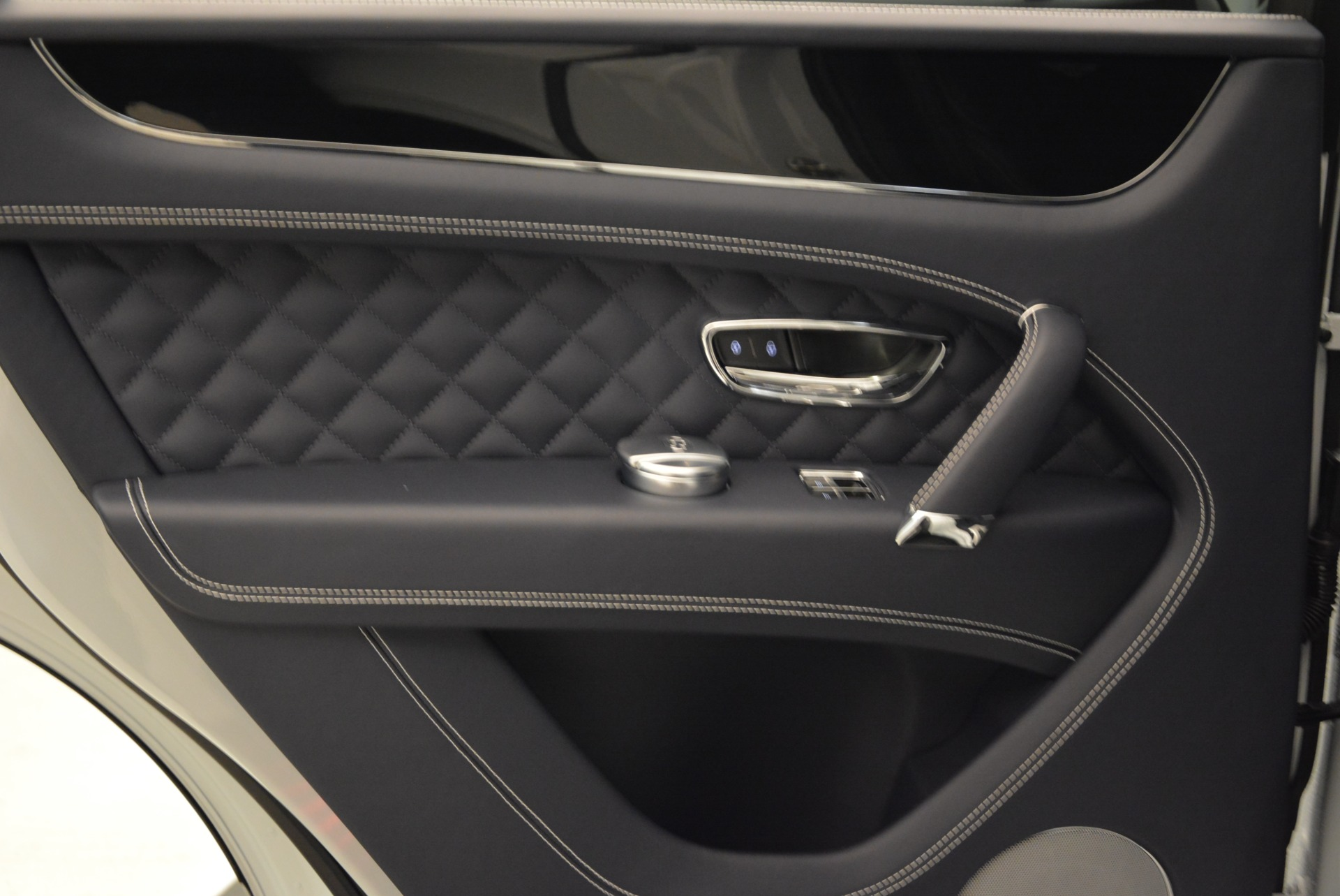 Used 2017 Bentley Bentayga  For Sale In Greenwich, CT 1907_p23