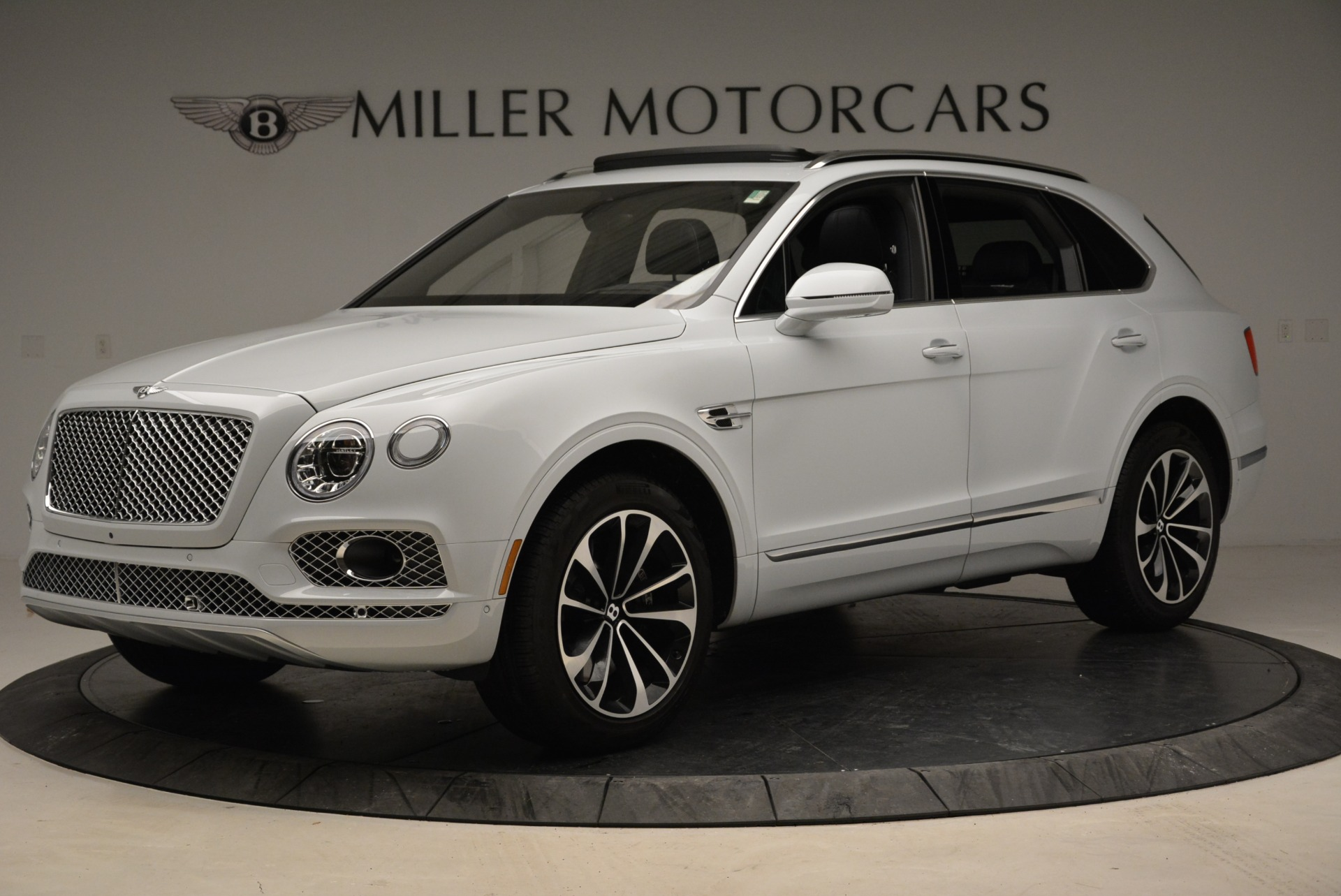 Used 2017 Bentley Bentayga  For Sale In Greenwich, CT 1907_p2