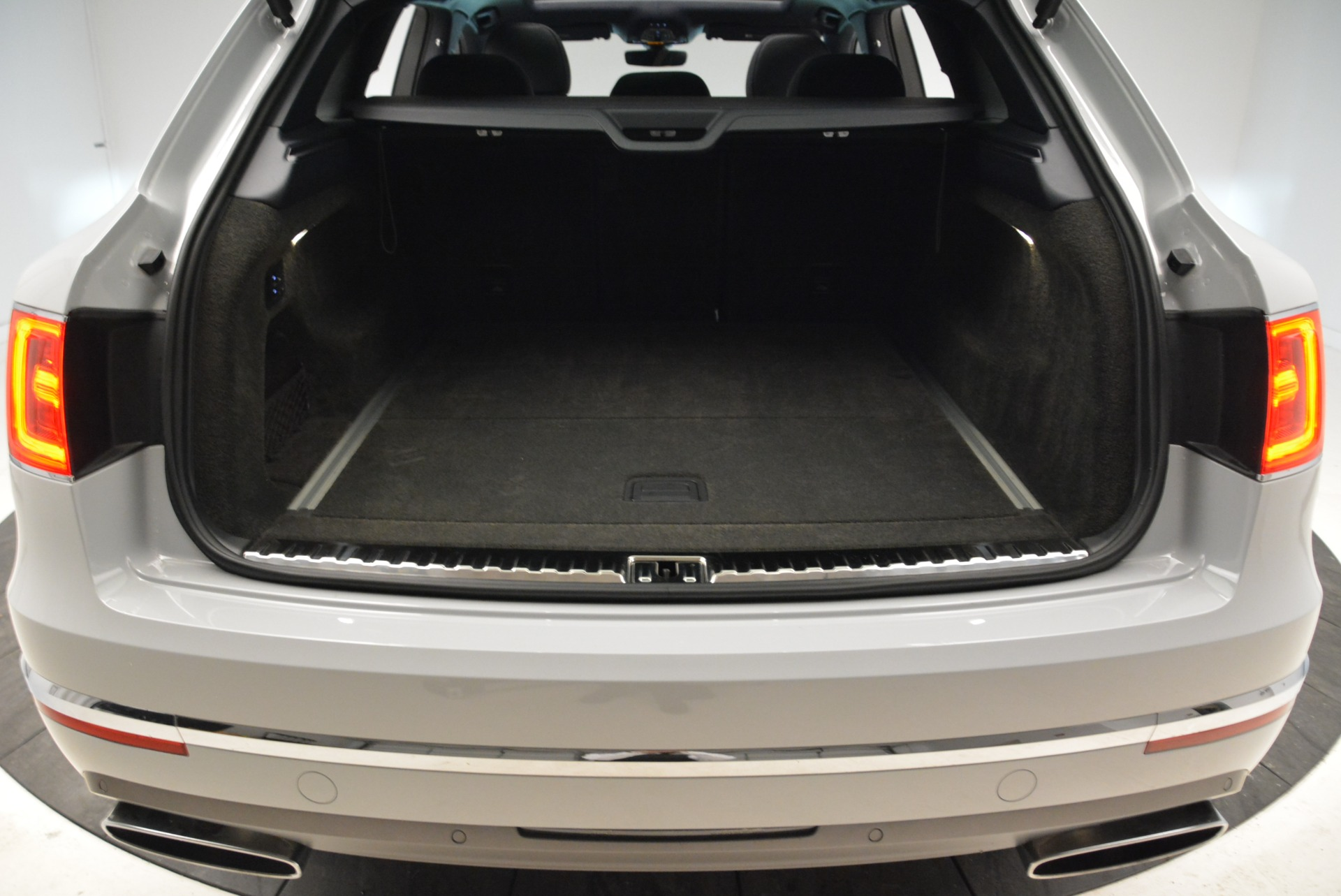 Used 2017 Bentley Bentayga  For Sale In Greenwich, CT 1907_p46