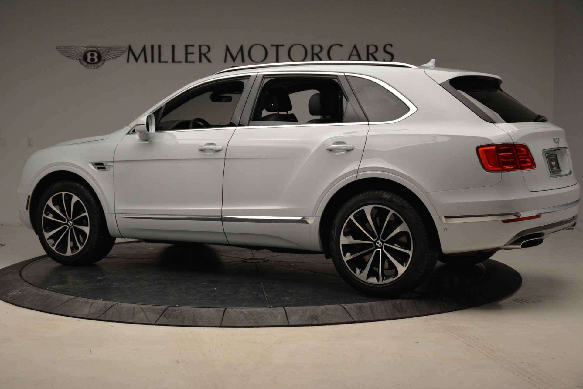 Used 2017 Bentley Bentayga  For Sale In Greenwich, CT 1907_p4