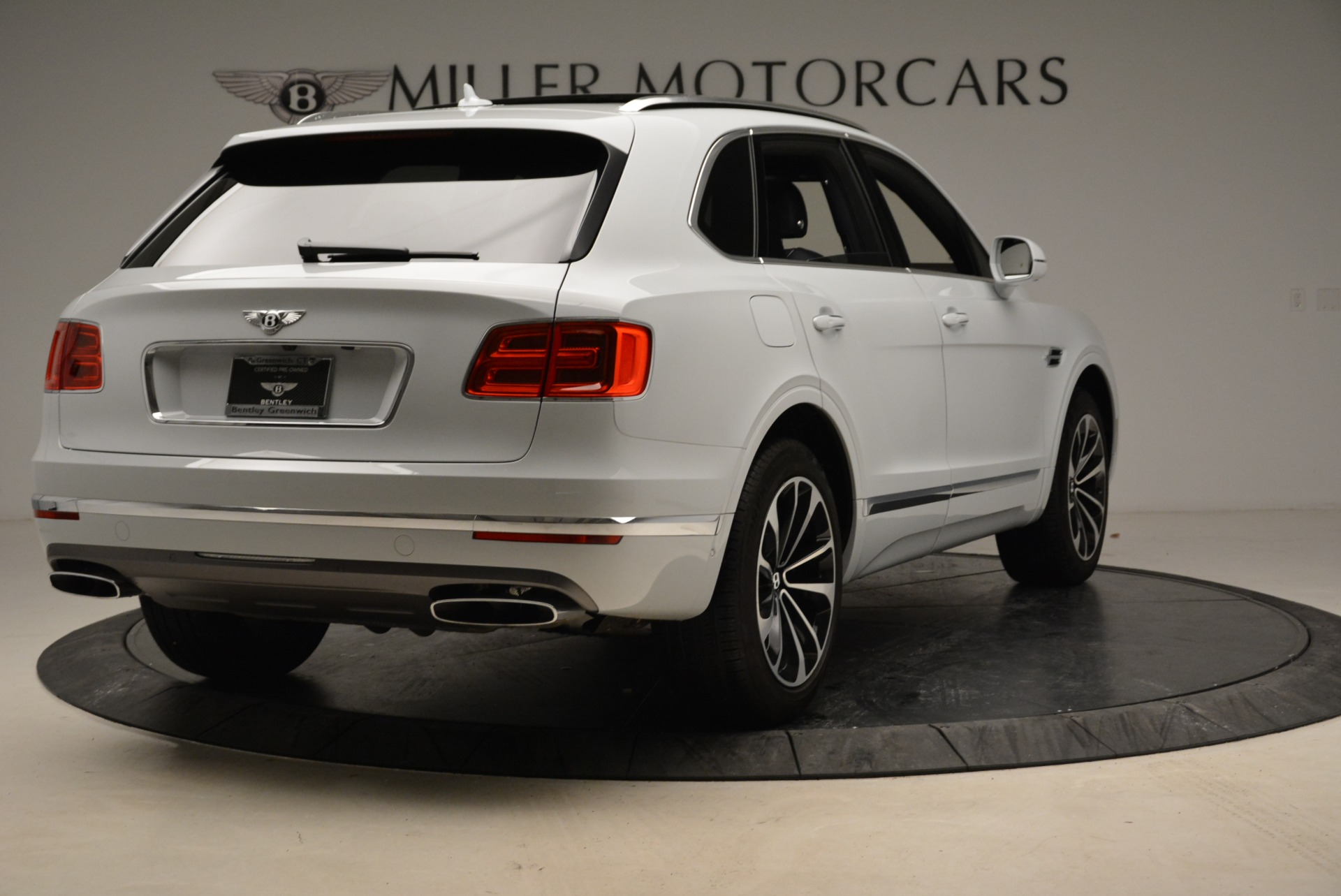Used 2017 Bentley Bentayga  For Sale In Greenwich, CT 1907_p7