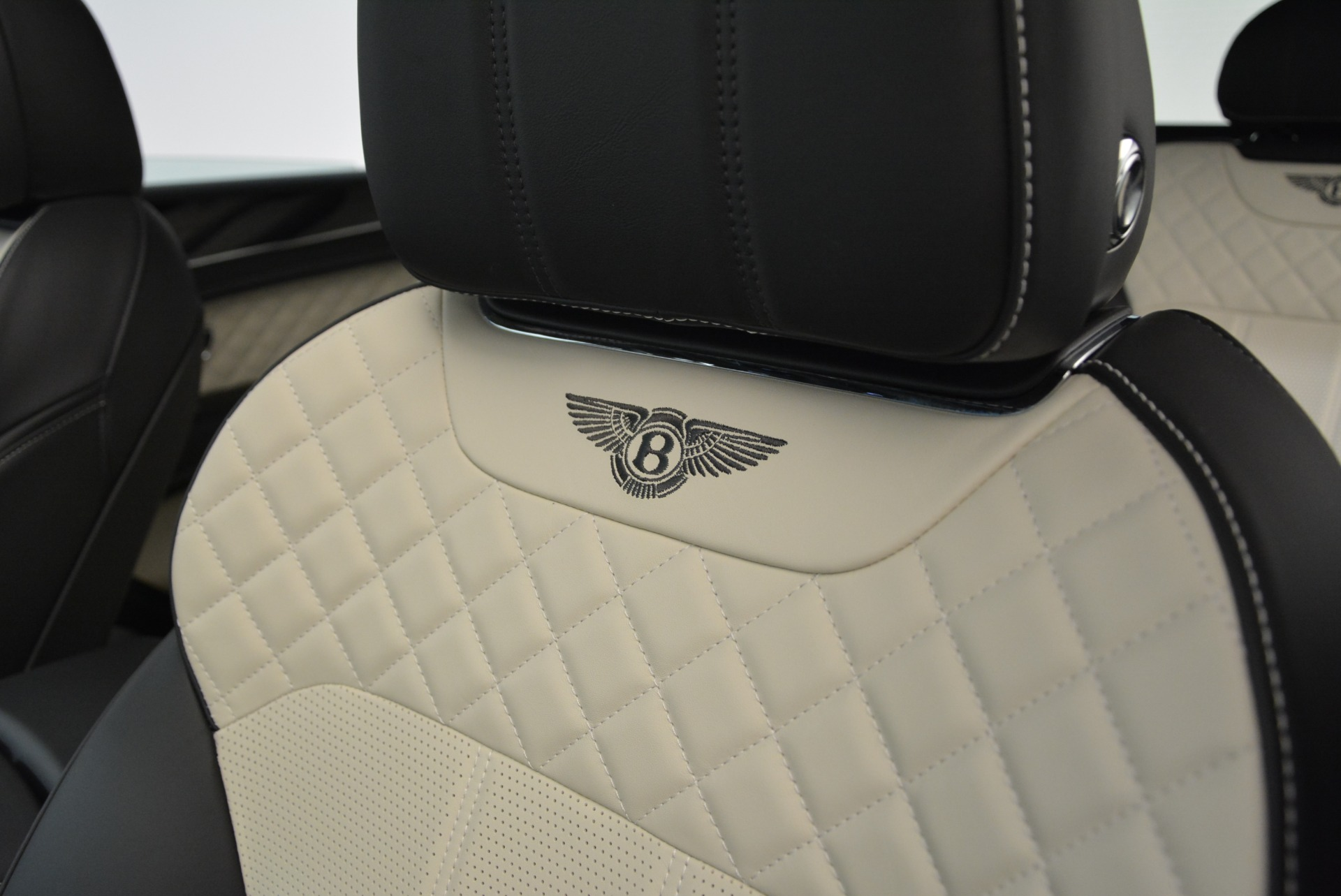 Used 2018 Bentley Bentayga Activity Edition For Sale In Greenwich, CT 1922_p20
