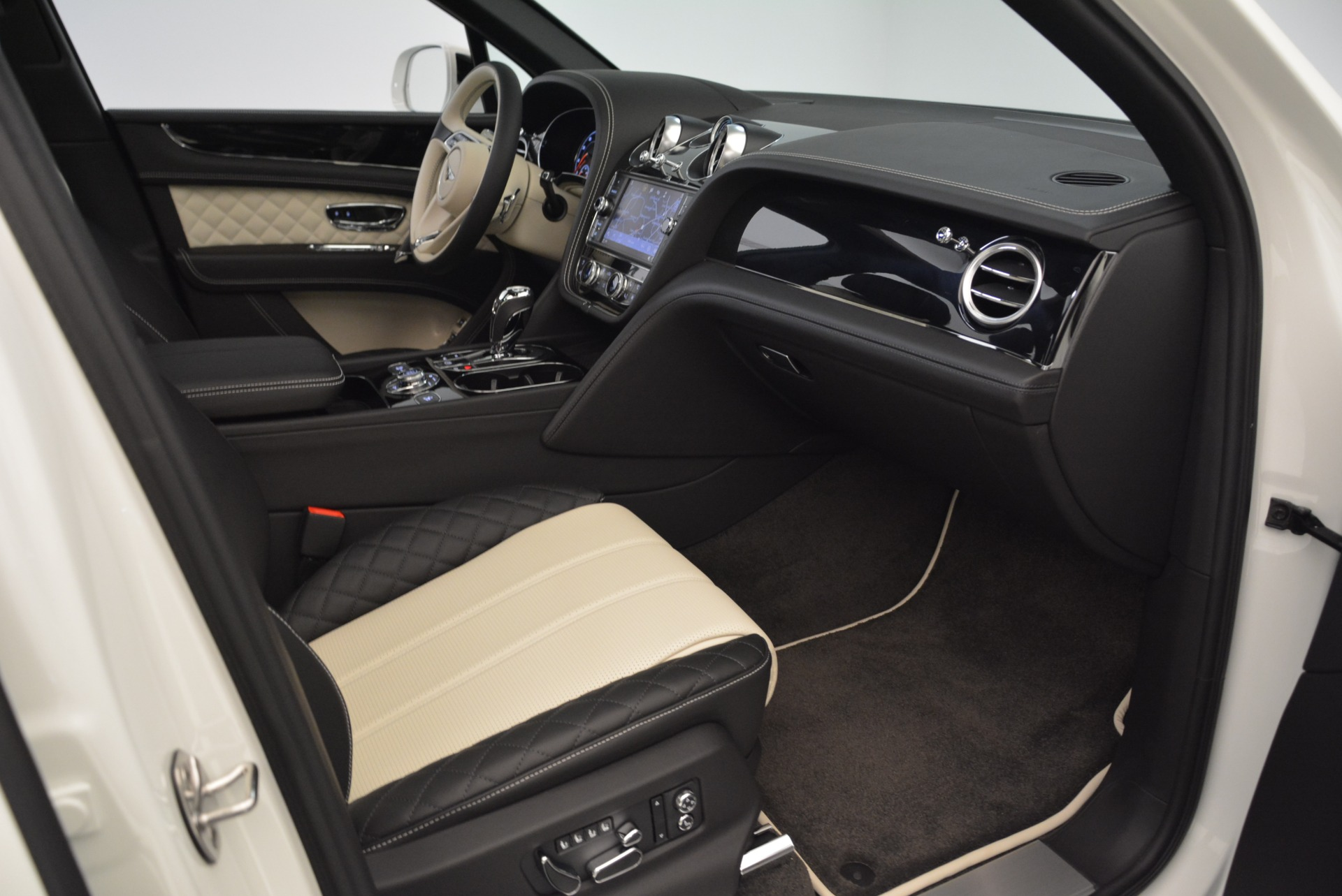 Used 2018 Bentley Bentayga Activity Edition For Sale In Greenwich, CT 1922_p26