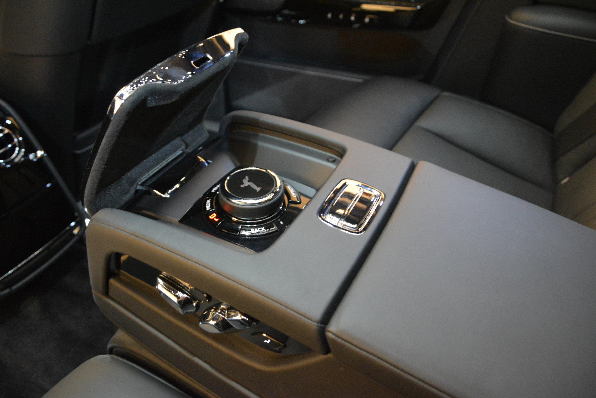 Used 2018 Rolls-Royce Phantom  For Sale In Greenwich, CT 1958_p20