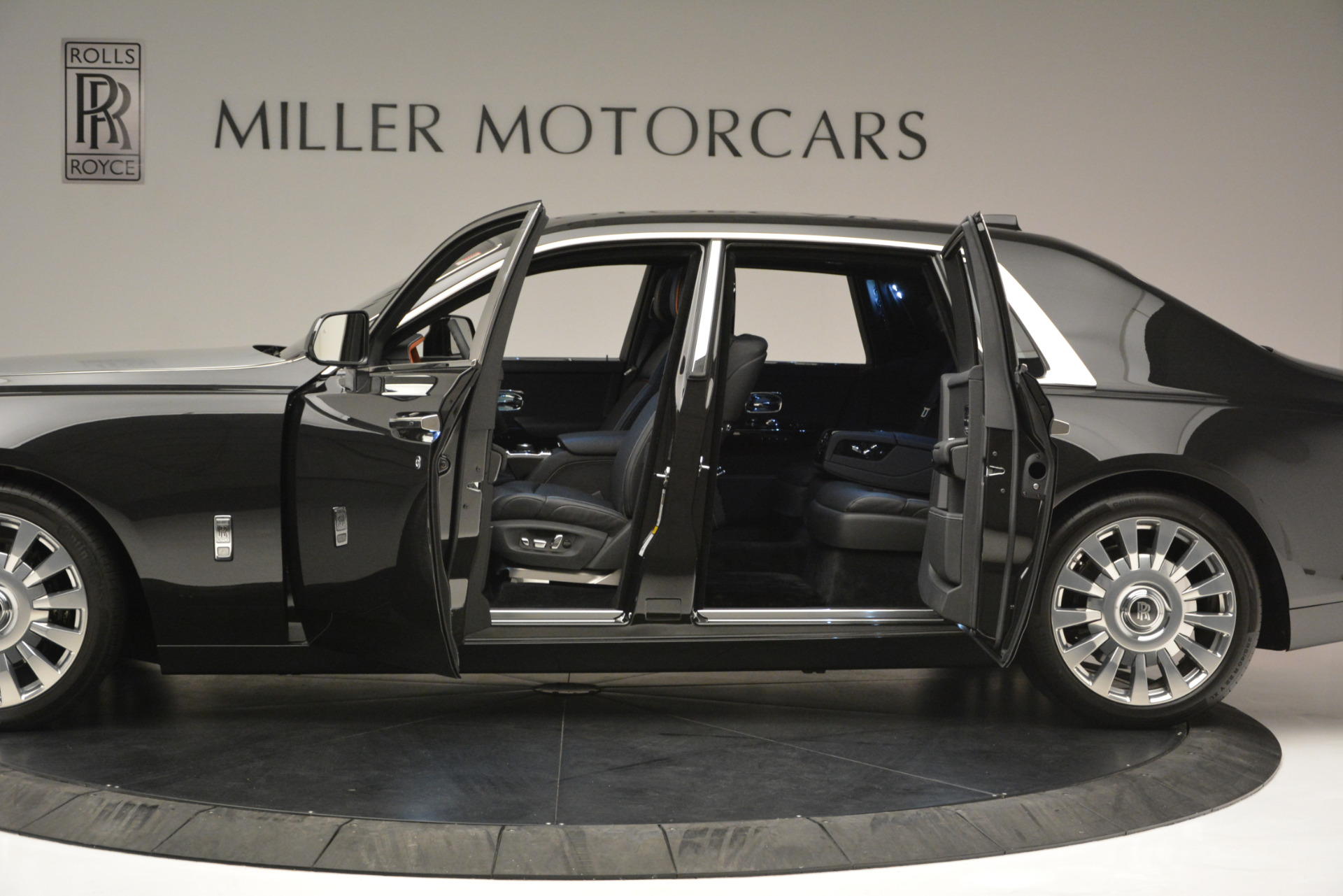 Used 2018 Rolls-Royce Phantom  For Sale In Greenwich, CT 1958_p3