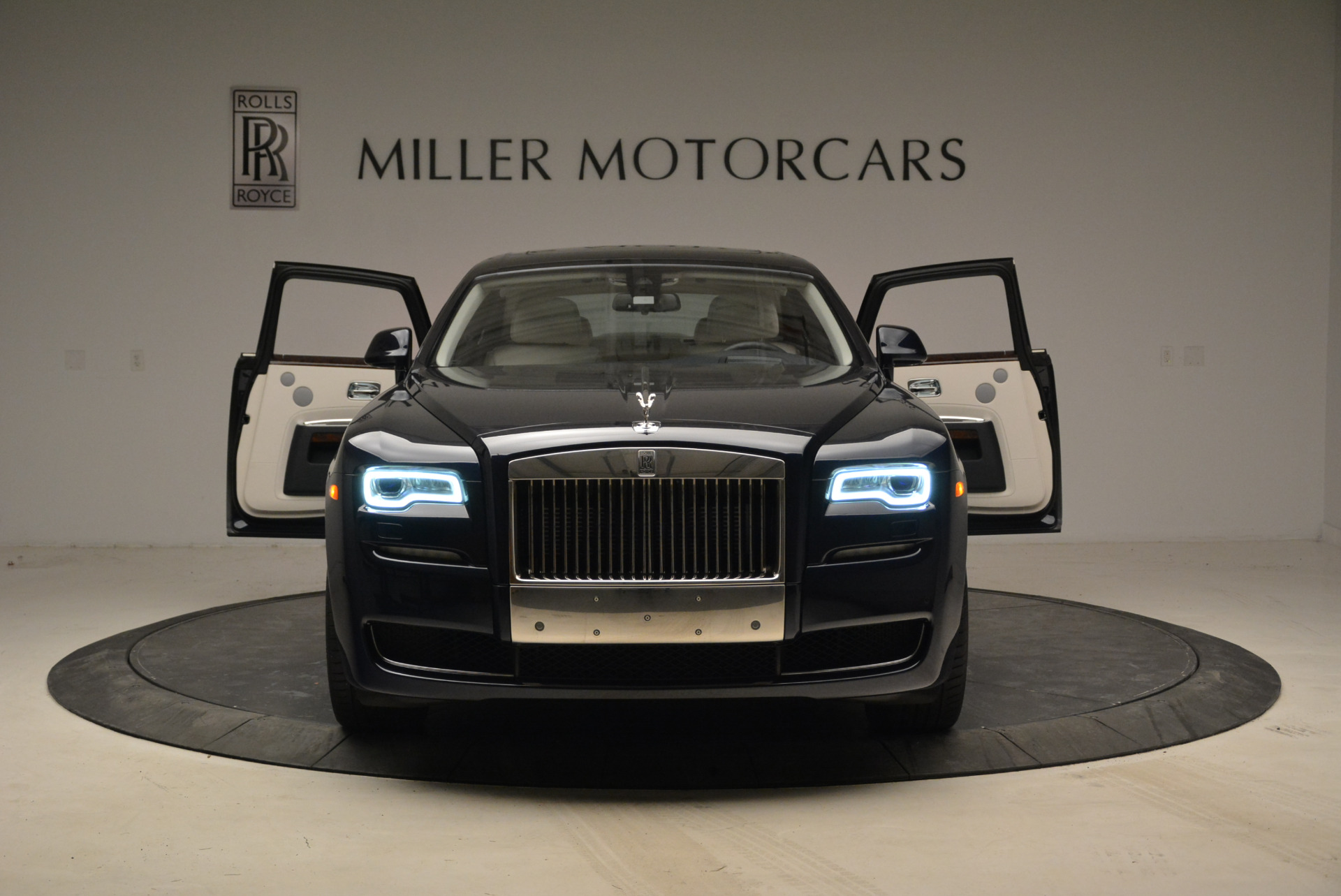 Used 2015 Rolls-Royce Ghost  For Sale In Greenwich, CT 1980_p13