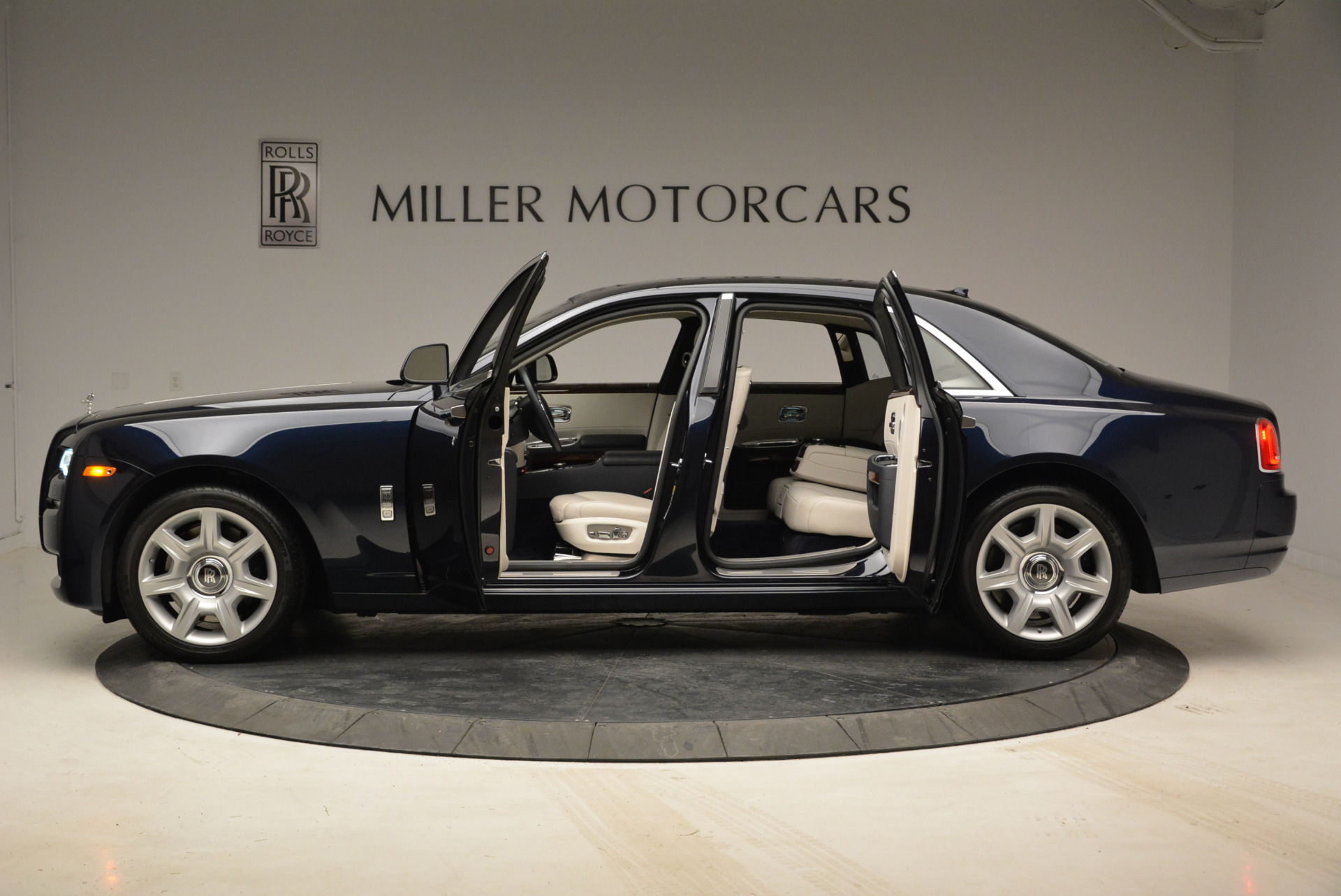 Used 2015 Rolls-Royce Ghost  For Sale In Greenwich, CT 1980_p16