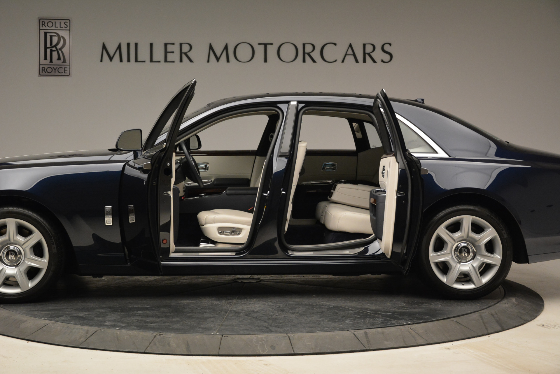 Used 2015 Rolls-Royce Ghost  For Sale In Greenwich, CT 1980_p17