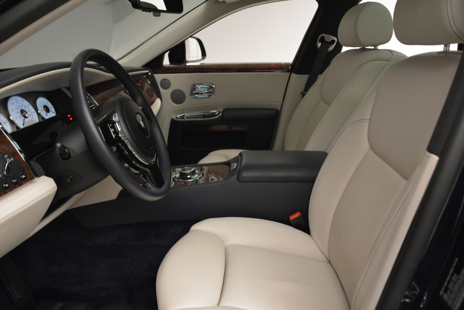 Used 2015 Rolls-Royce Ghost  For Sale In Greenwich, CT 1980_p20
