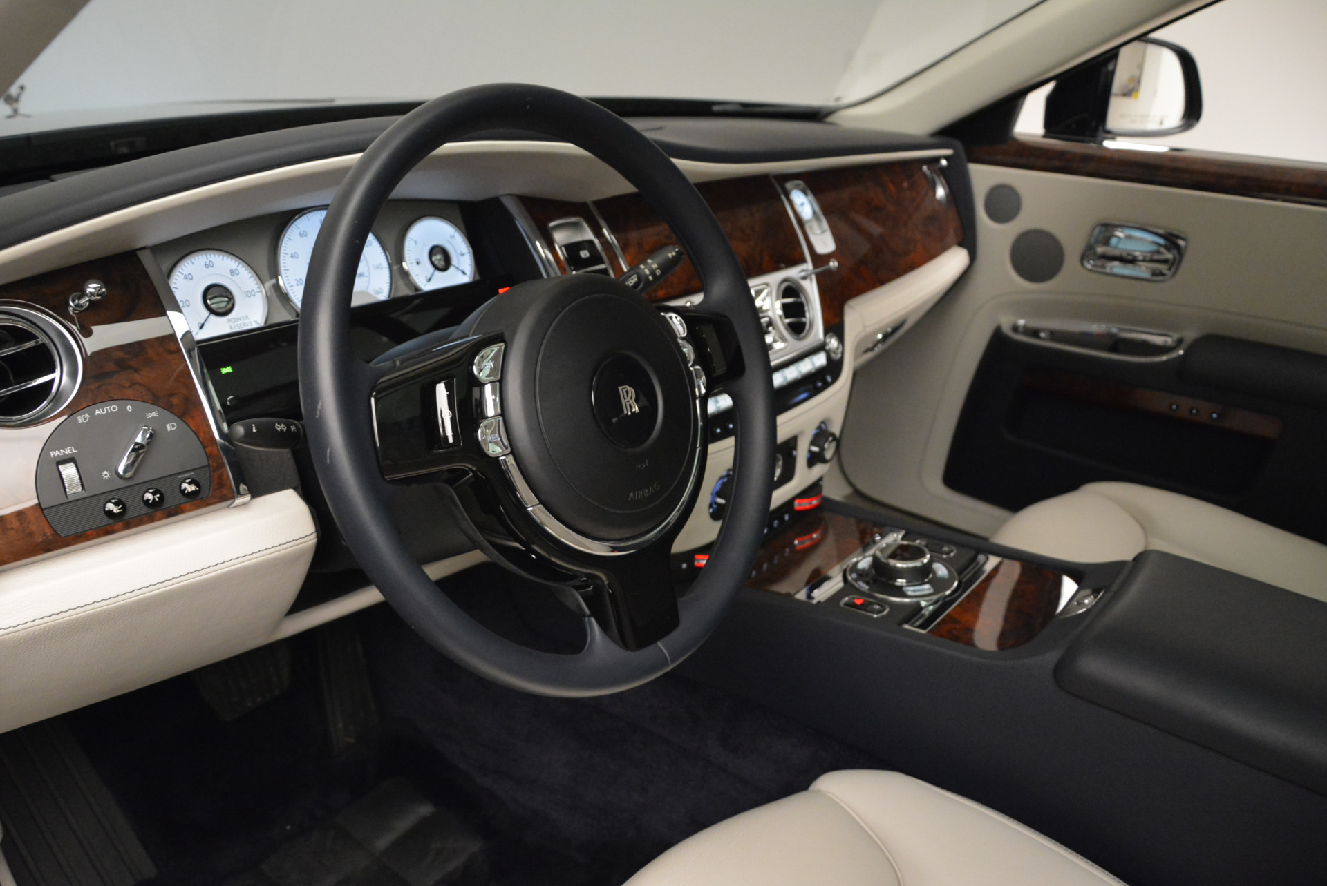 Used 2015 Rolls-Royce Ghost  For Sale In Greenwich, CT 1980_p21