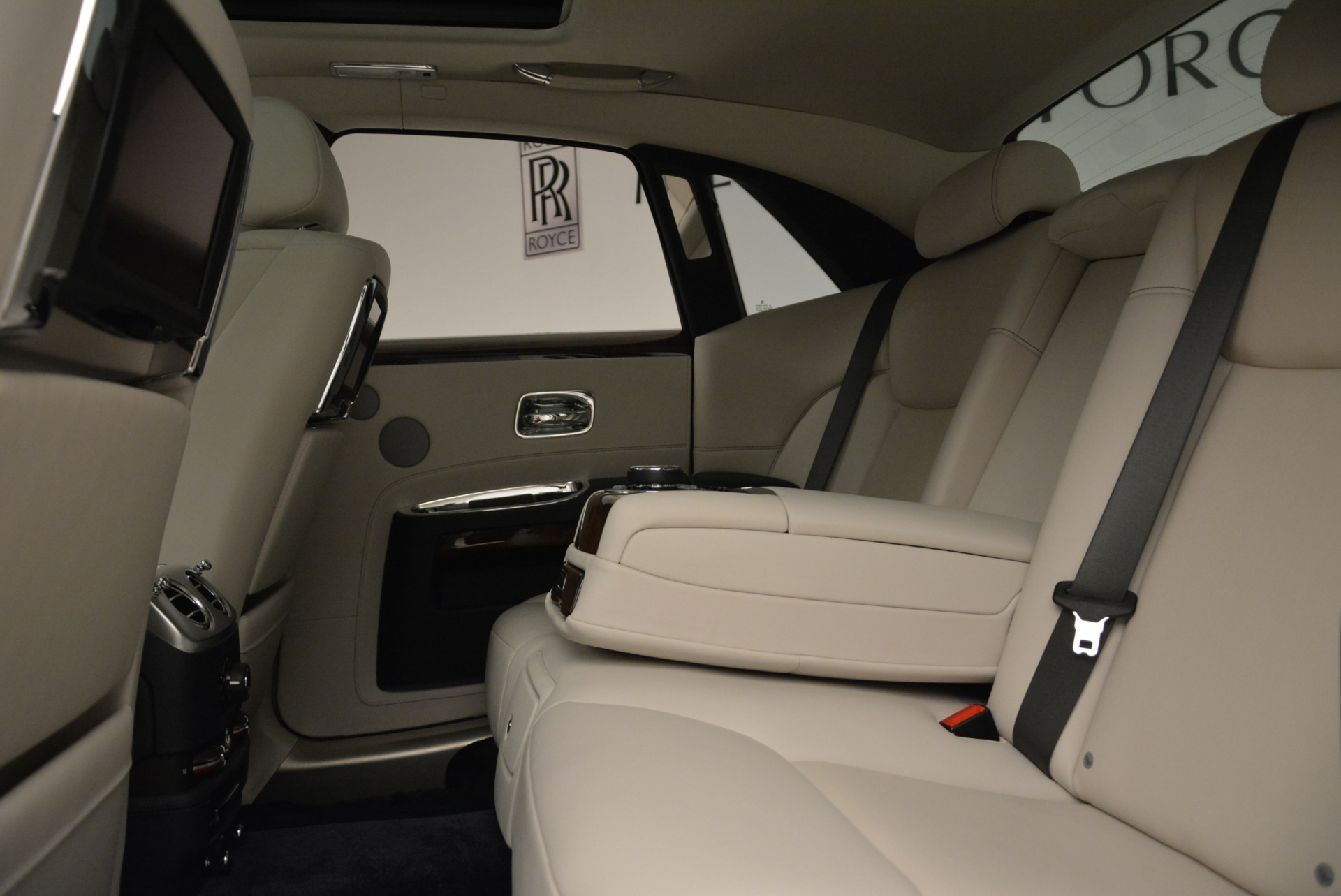 Used 2015 Rolls-Royce Ghost  For Sale In Greenwich, CT 1980_p26