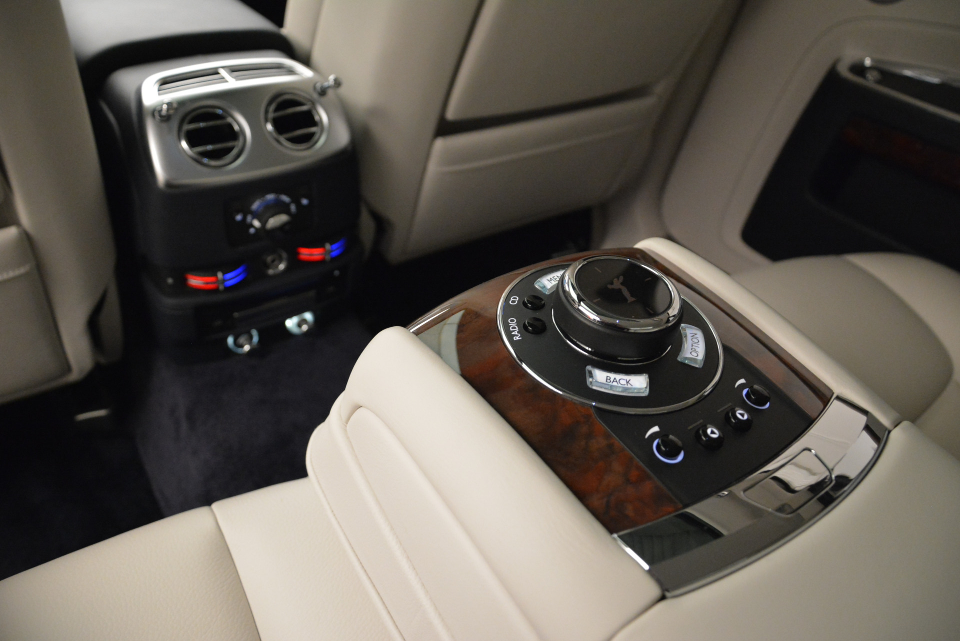 Used 2015 Rolls-Royce Ghost  For Sale In Greenwich, CT 1980_p28