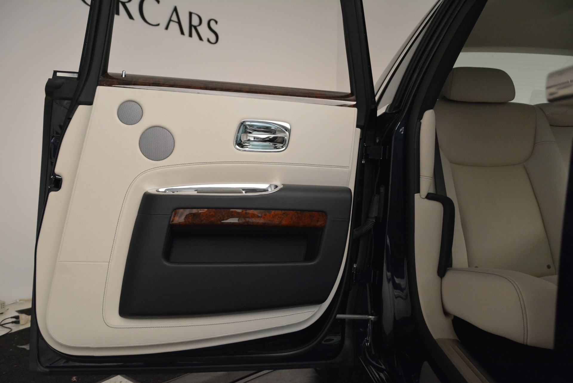 Used 2015 Rolls-Royce Ghost  For Sale In Greenwich, CT 1980_p29