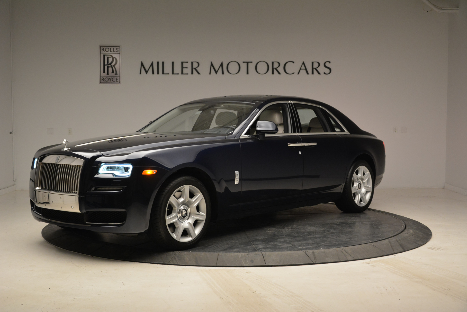 Used 2015 Rolls-Royce Ghost  For Sale In Greenwich, CT 1980_p2
