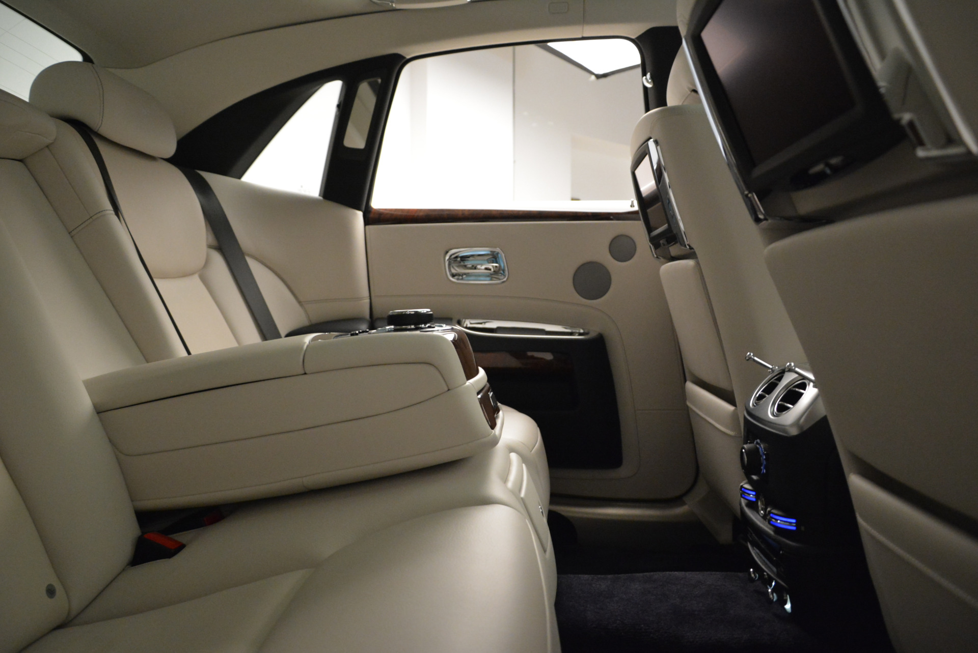 Used 2015 Rolls-Royce Ghost  For Sale In Greenwich, CT 1980_p31