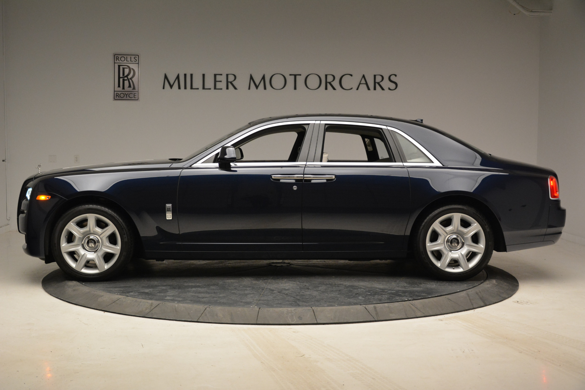 Used 2015 Rolls-Royce Ghost  For Sale In Greenwich, CT 1980_p3