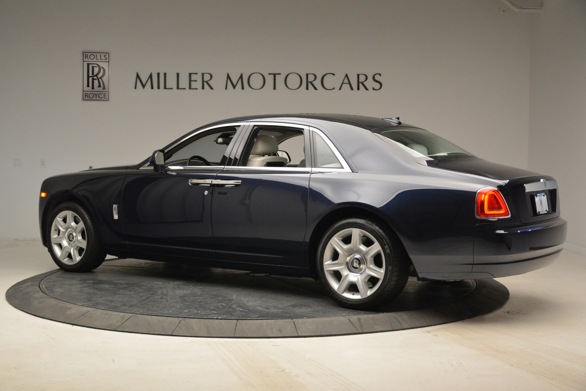Used 2015 Rolls-Royce Ghost  For Sale In Greenwich, CT 1980_p4