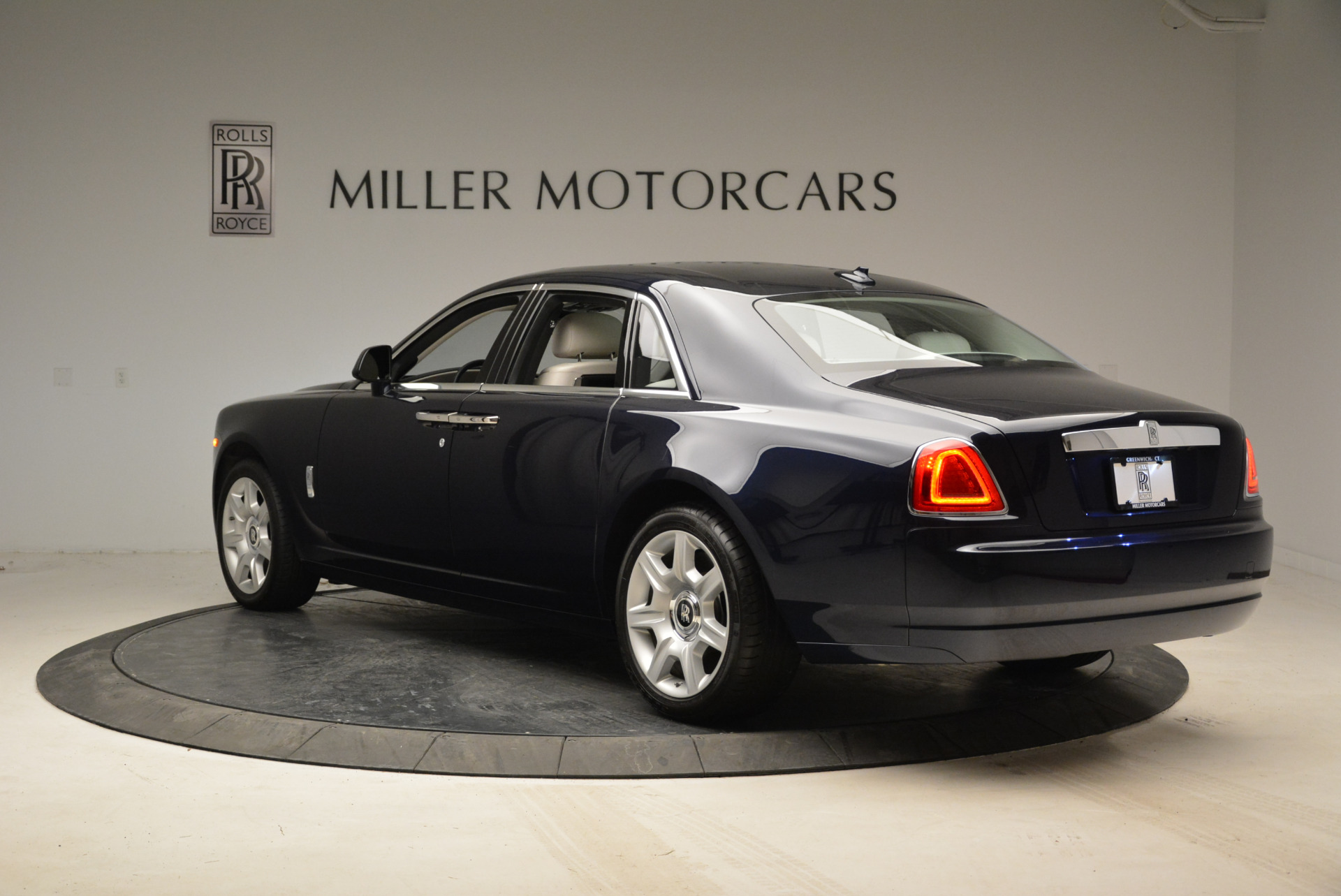 Used 2015 Rolls-Royce Ghost  For Sale In Greenwich, CT 1980_p5